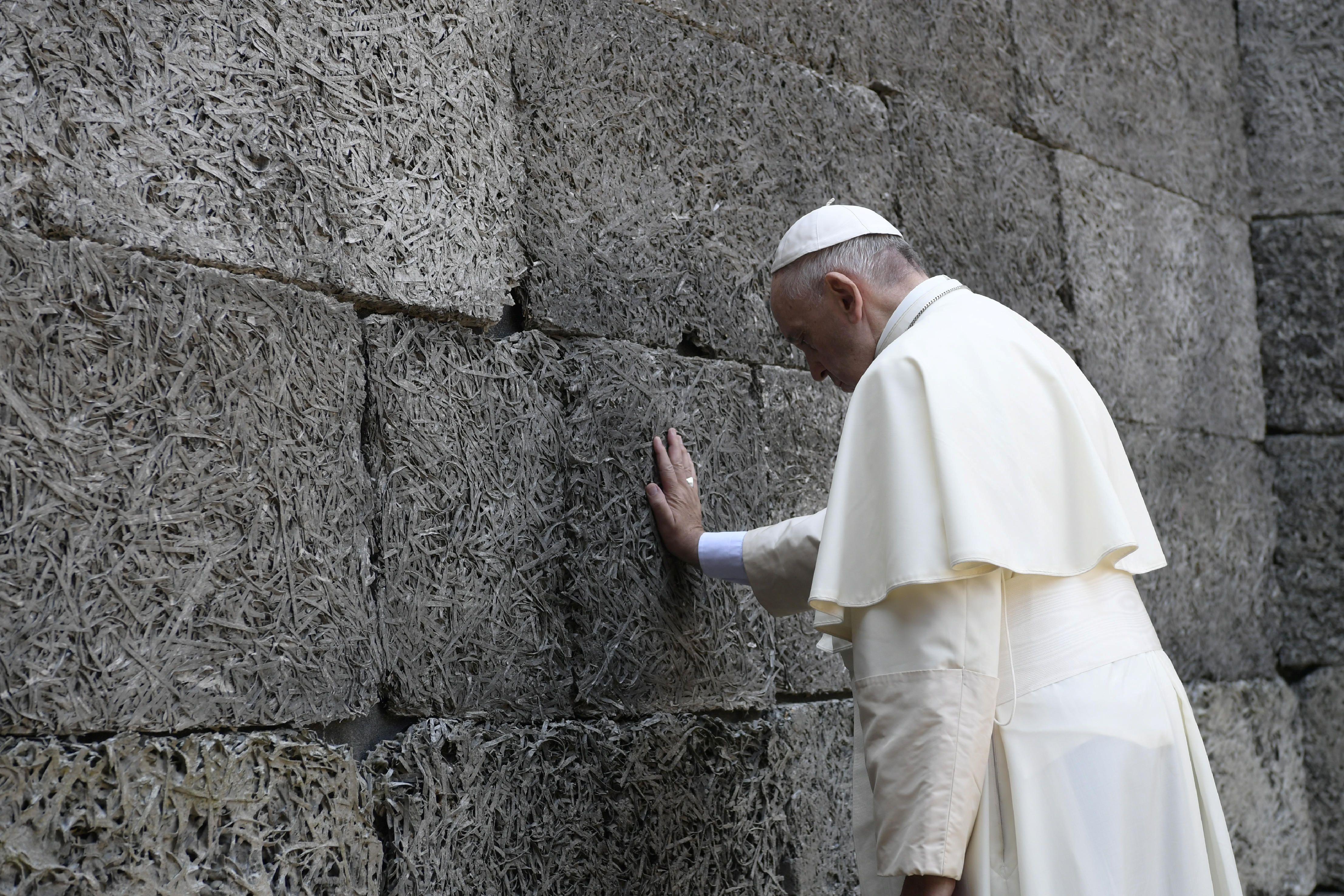Comment le pape François prend un grand risque politique en partant au combat frontalement sur les réticences européennes vis à vis des questions d'immigration