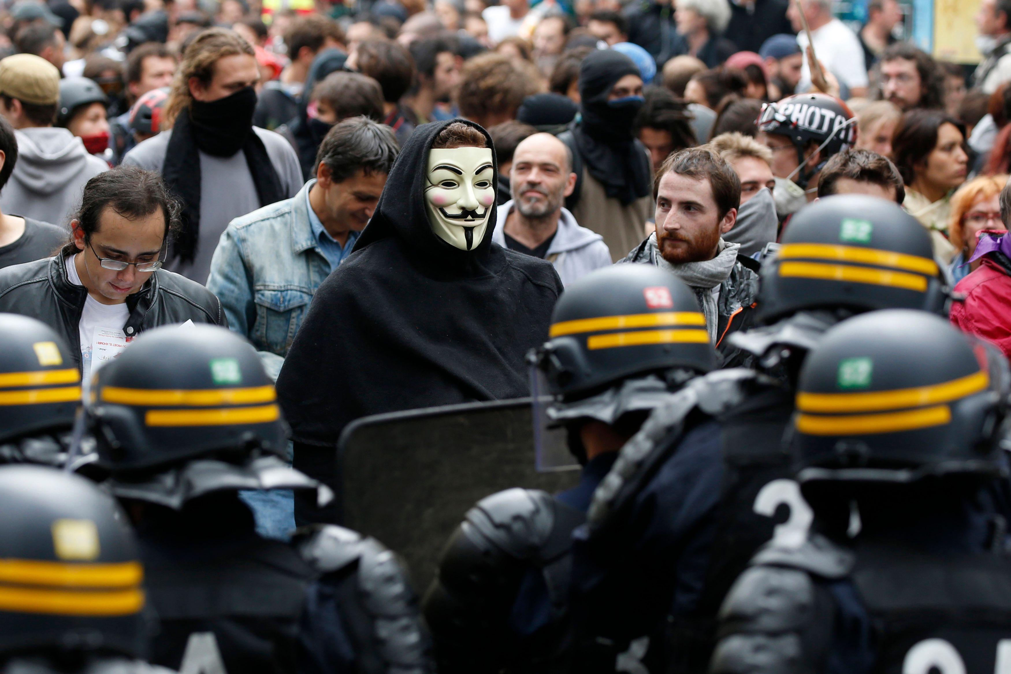 """La France en état de """"quasi guerre civile"""" ? Ce qu'en pensent les Français"""