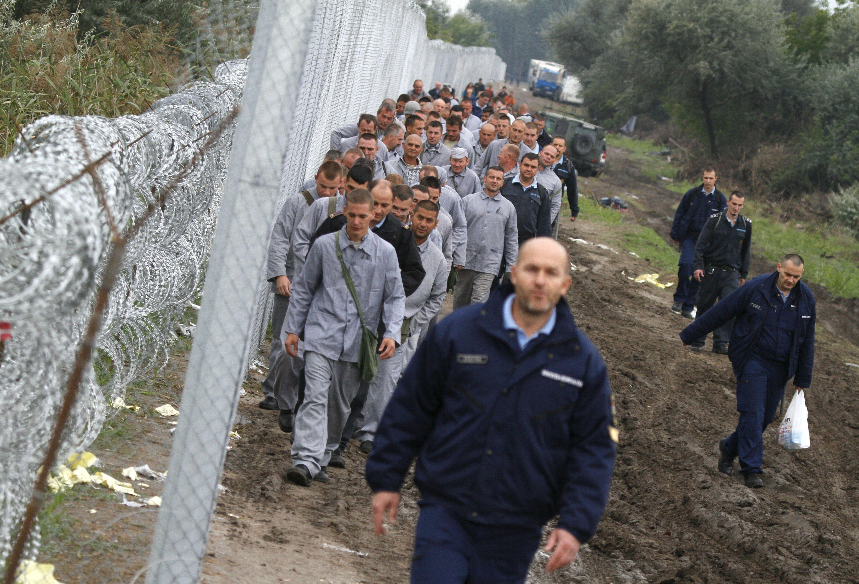 Migrants : permis de tirer pour les militaires hongrois