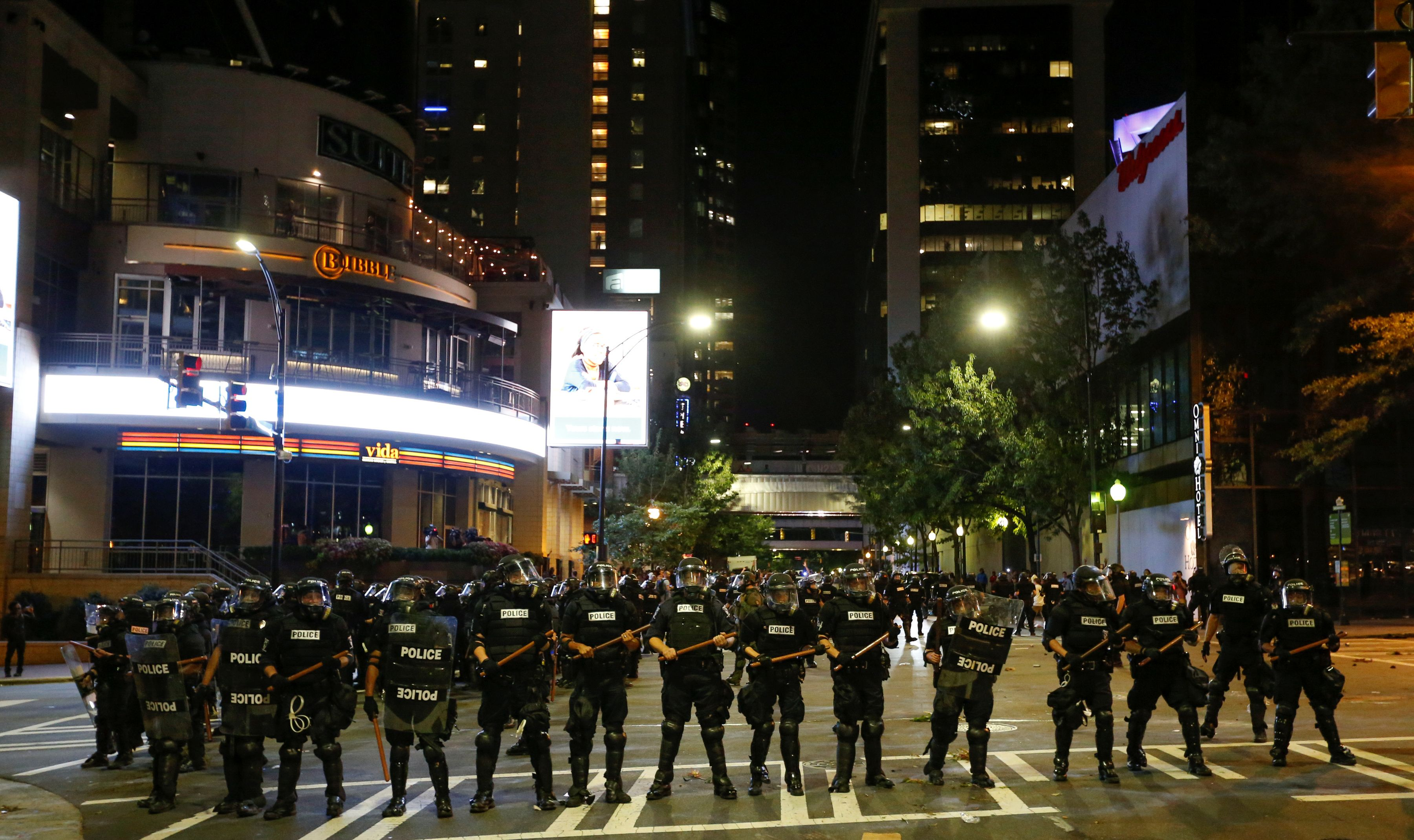 Etats-Unis : troisième nuit de manifestations à Charlotte, malgré l'instauration d'un couvre-feu