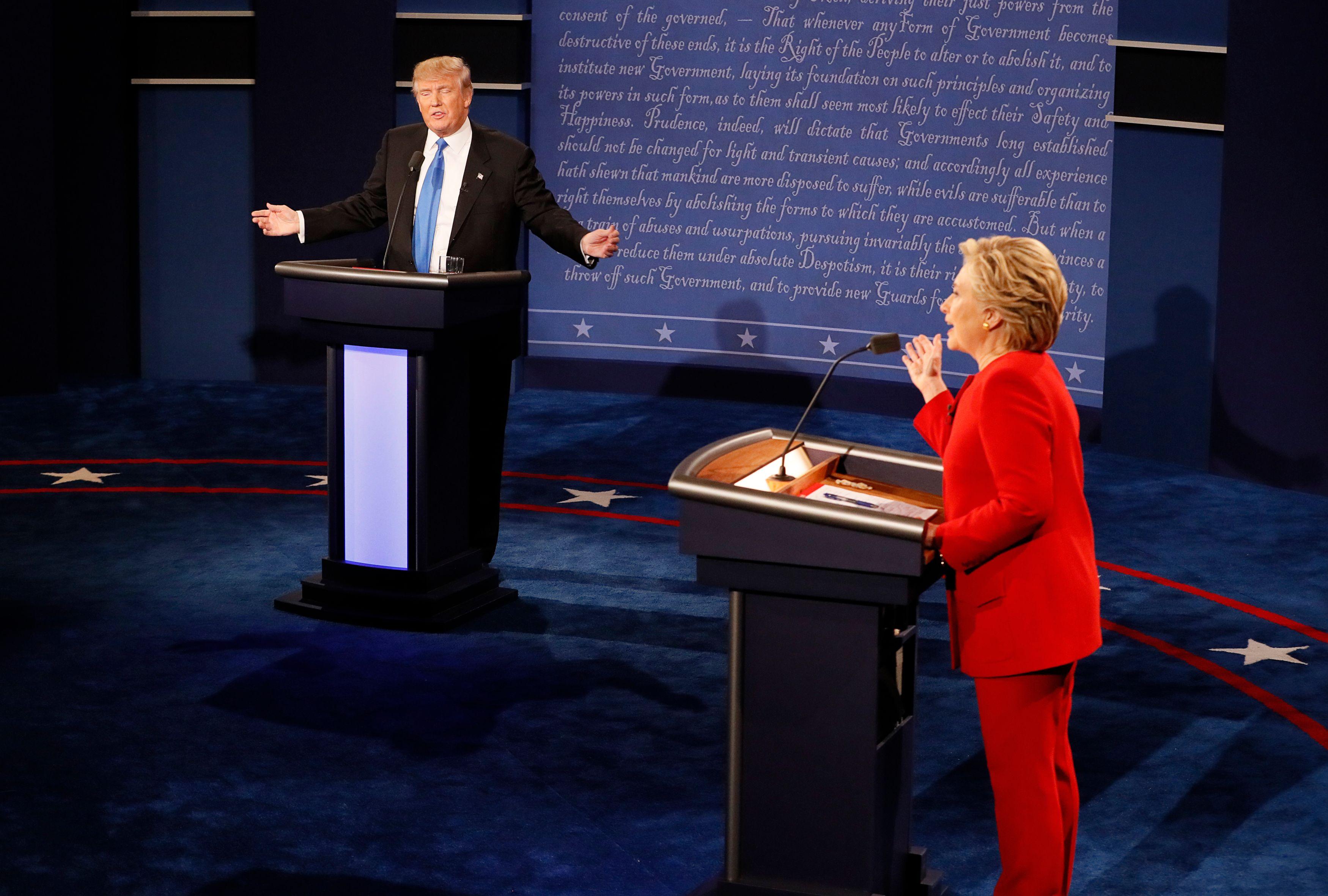 """Etats-Unis : """"L'élection est truquée par des médias corrompus"""" estime Donald Trump"""
