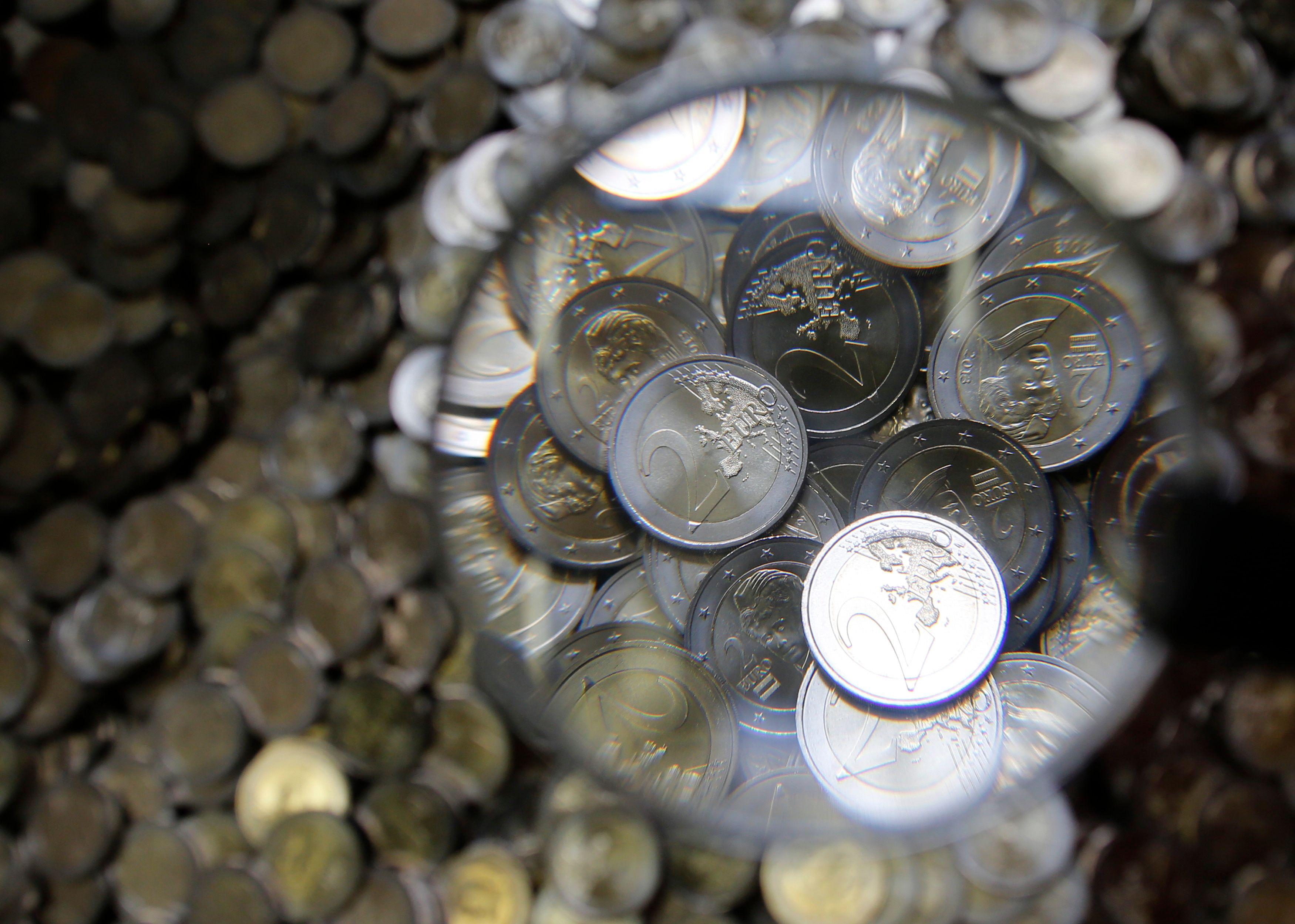 Le gouvernement annonce 2,7%, Alain Juppé rétorque 3,5%... Mais comment estimer sincèrement la réalité du trou budgétaire pour l'année 2017 ?