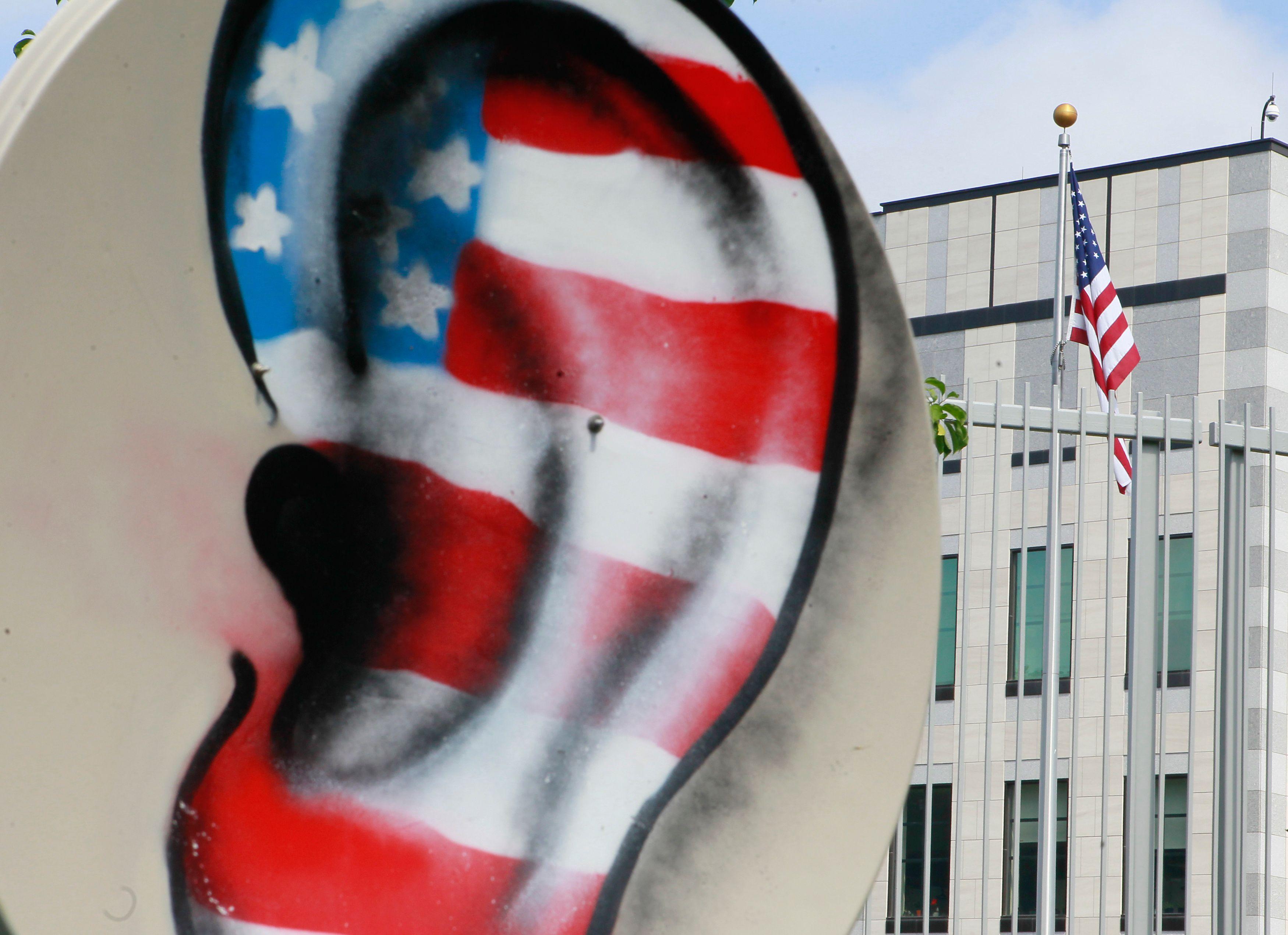 Le gouvernement Allemand a décidé de ne pas renouveler son contrat avec l'opérateur américain Verizon suite aux révélation des écoutes de plusieurs membres du gouvernement allemand, dont Angela Merkel
