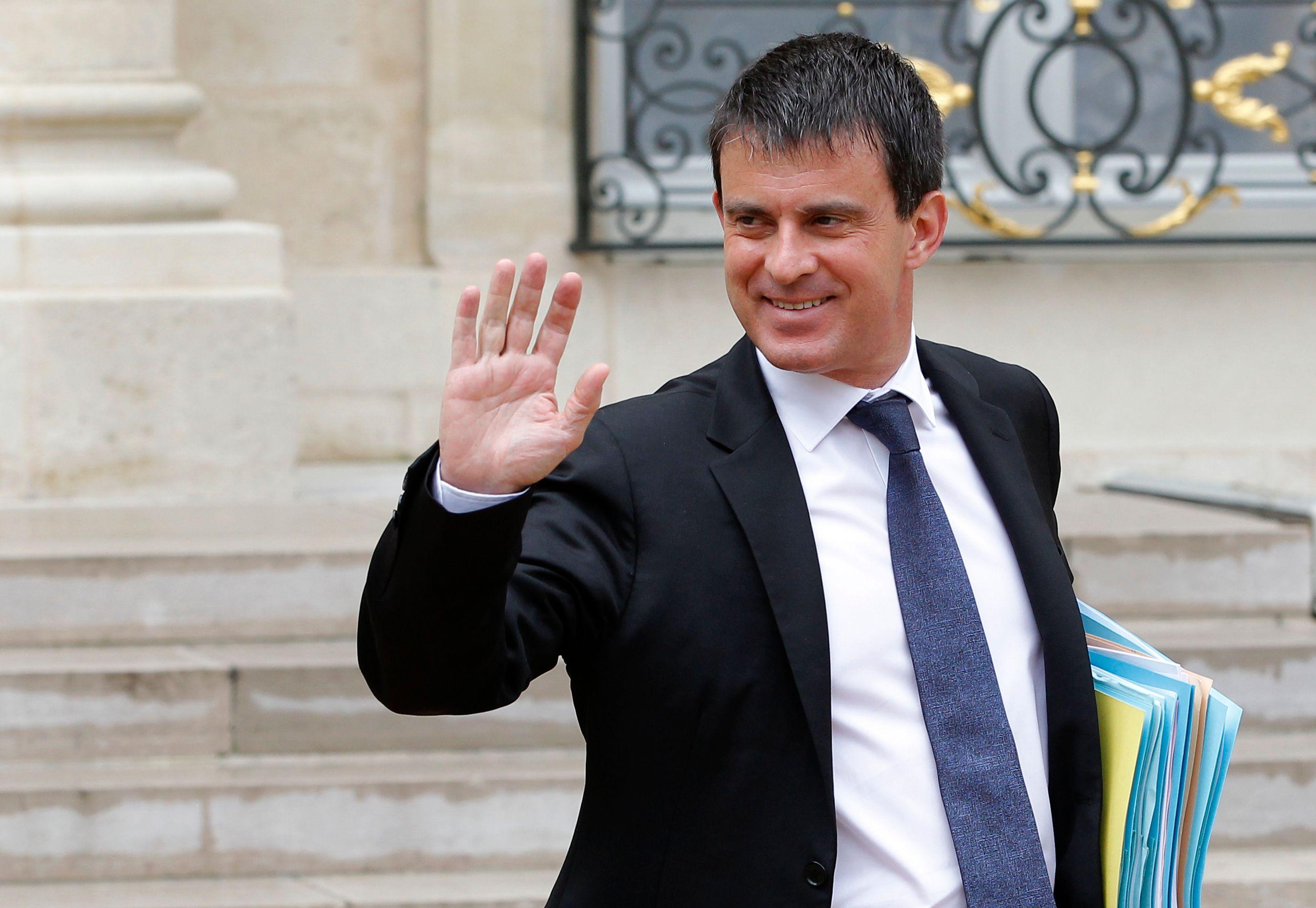 """Le ministre juge """"digne d'intérêt"""" la proposition du Haut conseil à l'intégration sur l'interdiction du port du voile à l'université alors que bon nombre d'élus de gauche y sont hostiles."""