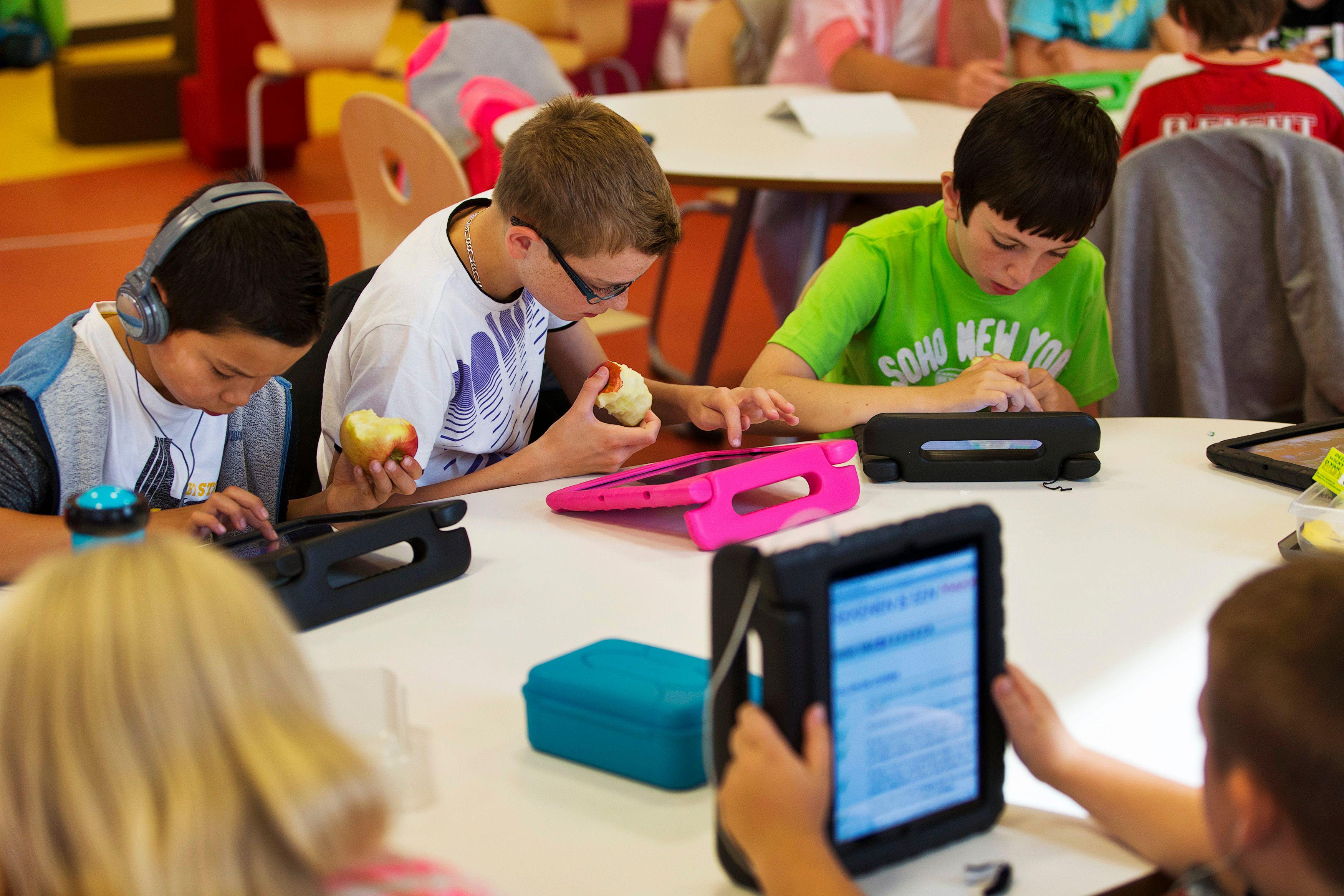 Pourquoi le nouvel iPad de votre enfant peut se révéler un terrible aimant à pédophiles malgré le contrôle parental
