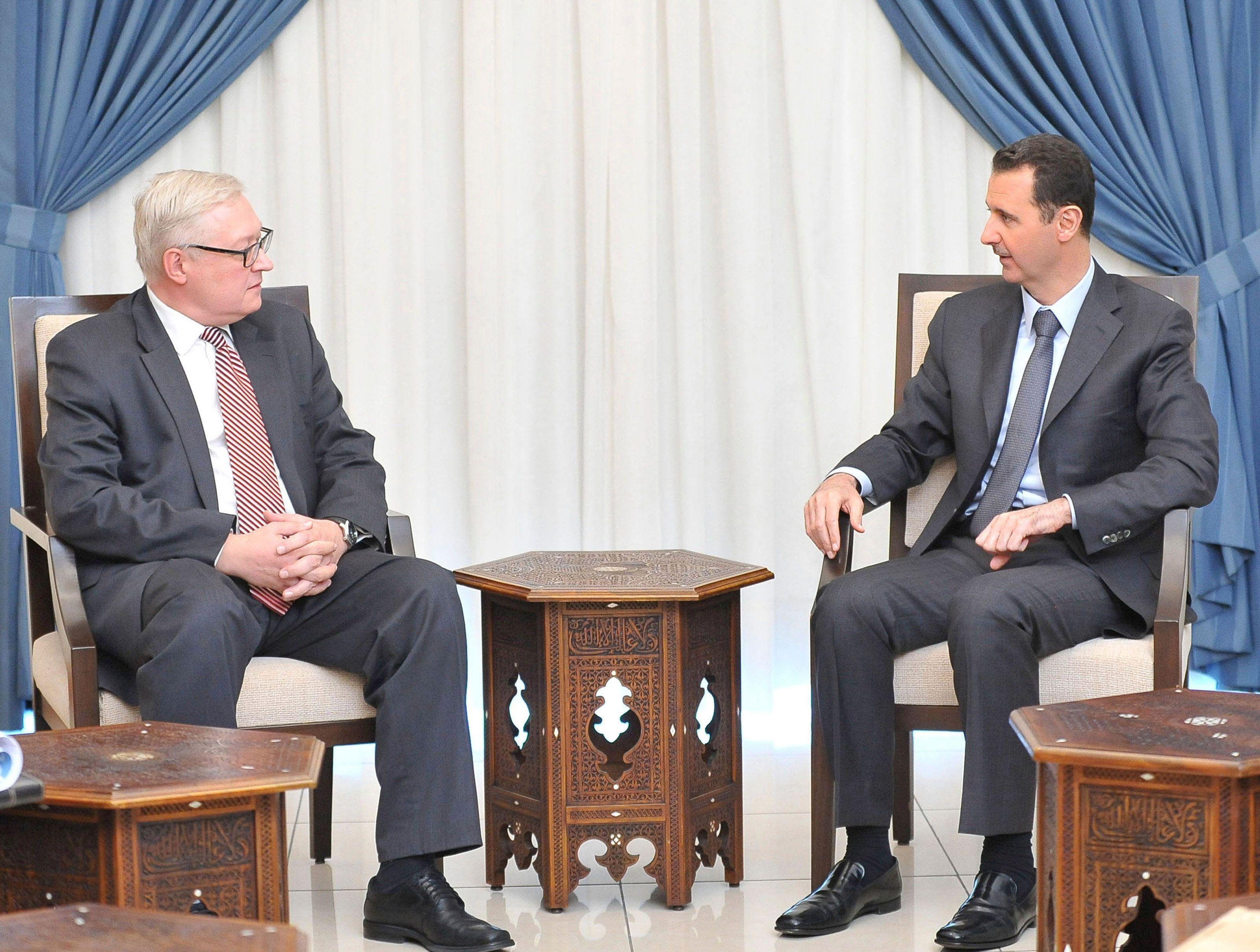 Rencontre entre Bachar el-Assad et le diplomate russe Sergueï Ryabkov à Damas, le 18 septembre.