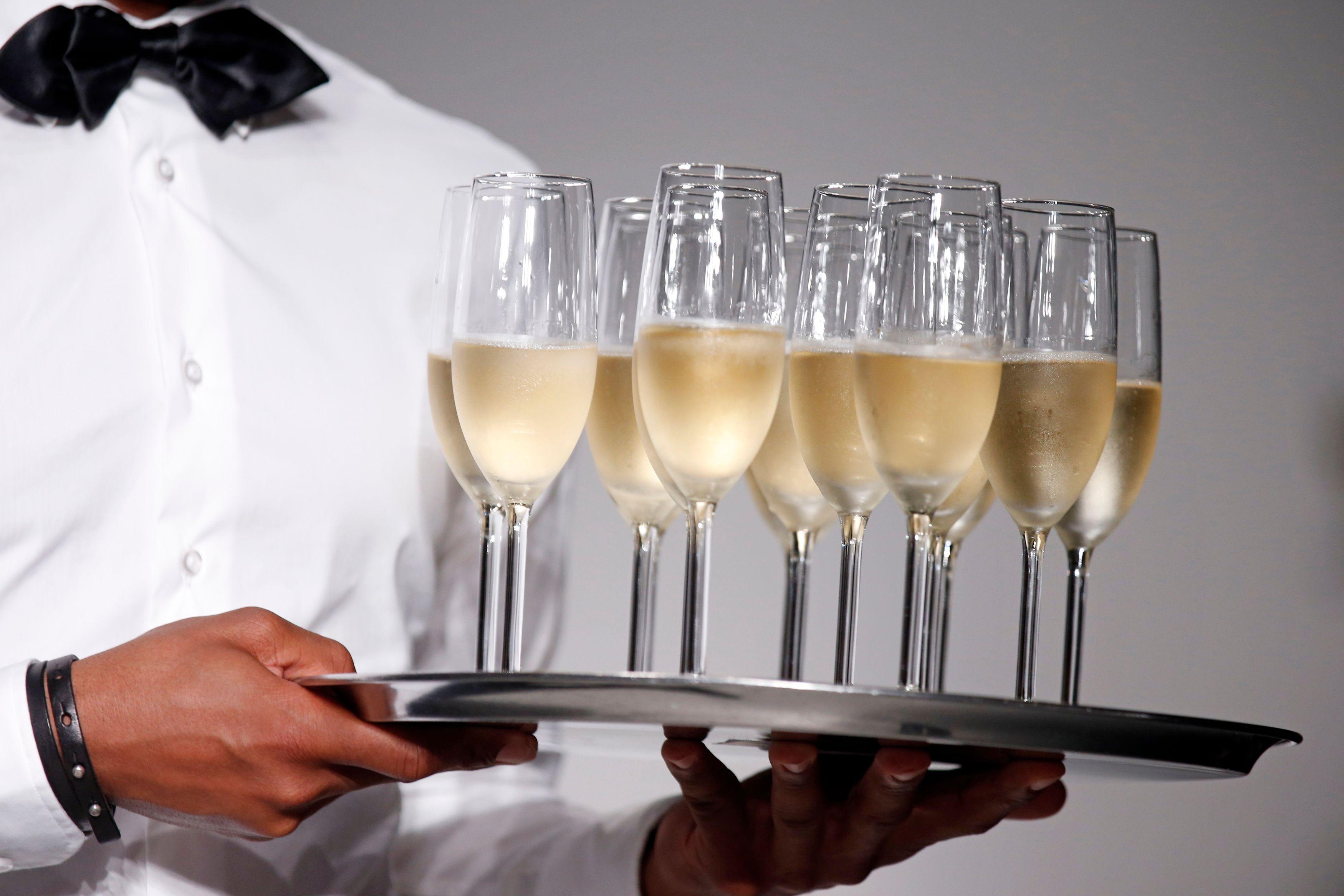 Plus de champagne dans les loges VIP des stades ! Et pour le homard, on fait quoi ?