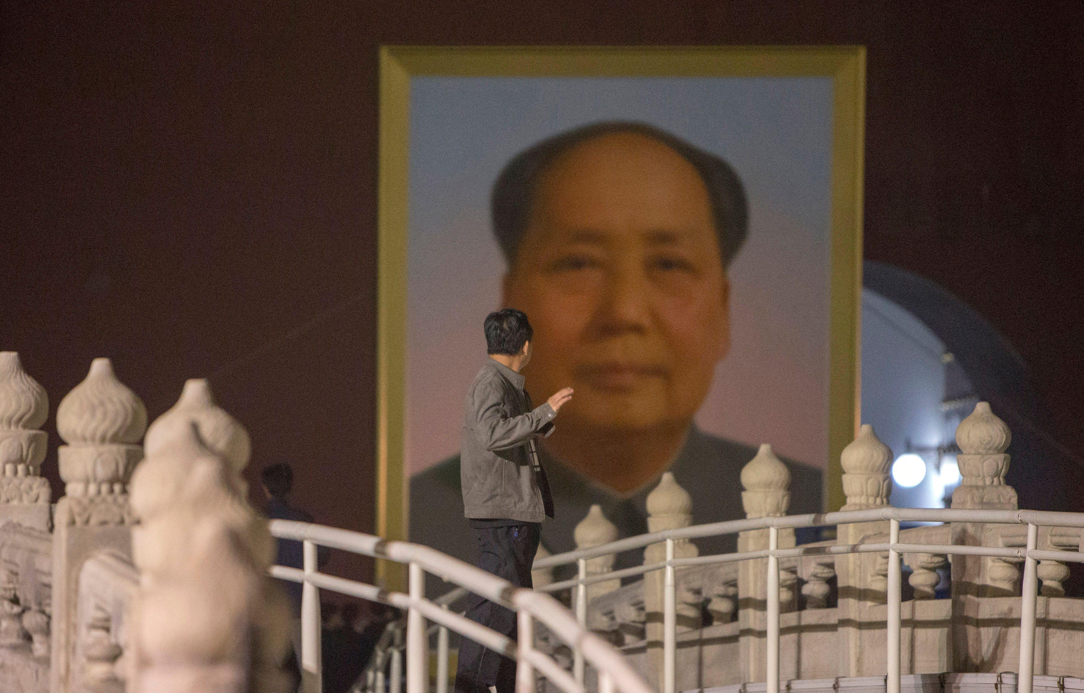 Chine : une femme est le sosie de Mao Zedong