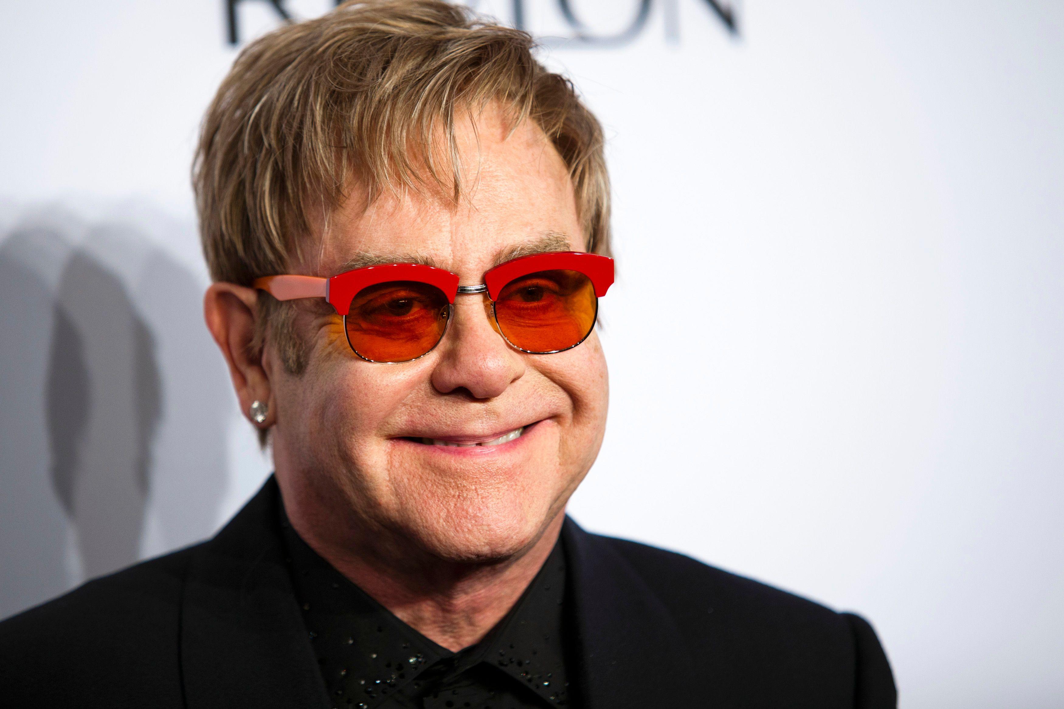 """Elton John peu tendre envers Michaël Jackson : """"C'était réellement un malade mental, quelqu'un d'un peu inquiétant à fréquenter""""."""