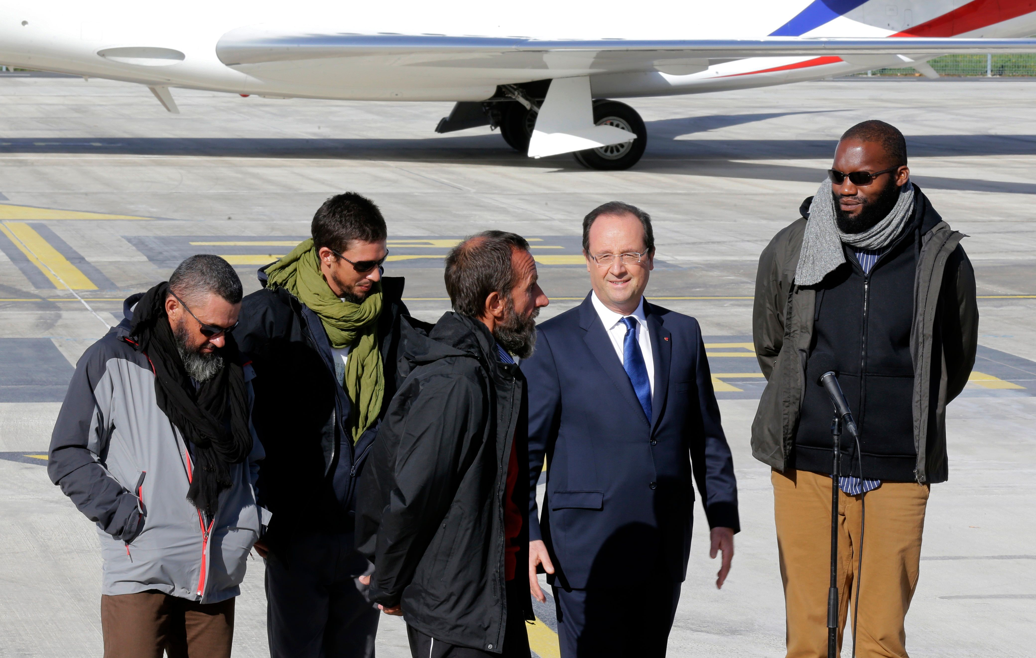 La libération des otages enlevés au Niger ne bénéficie pas à François Hollande dans les sondages.