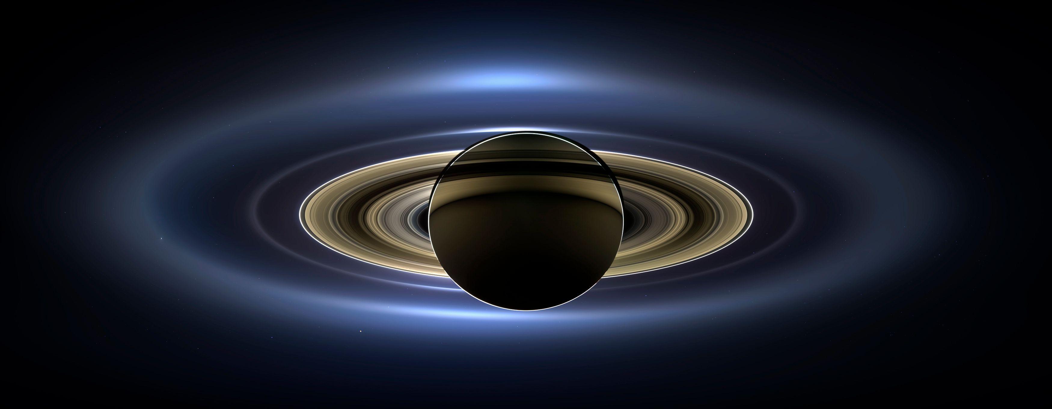 Saturne est bien plus petite
