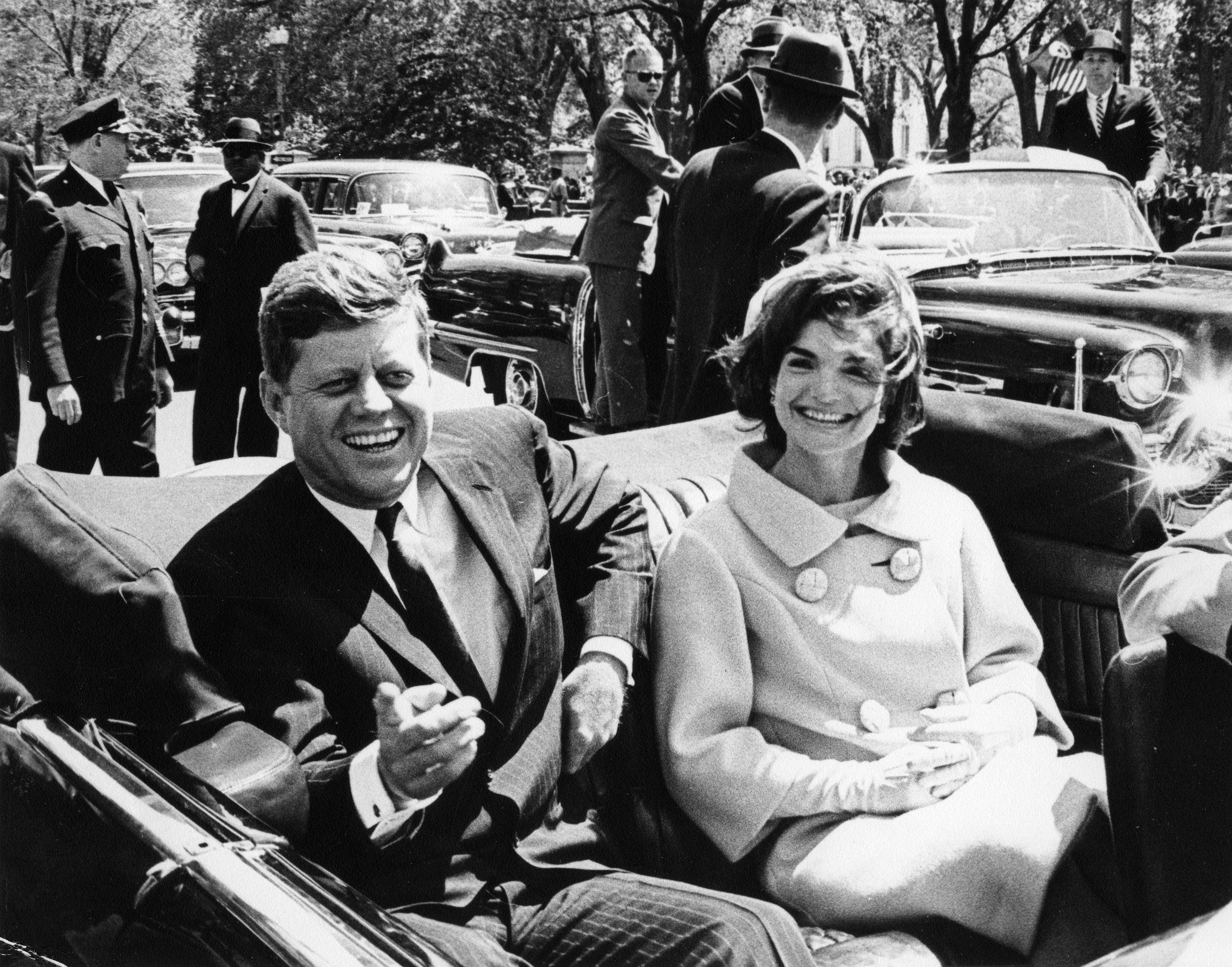 John Fitzgerald Kennedy en compagnie de sa femme Jackie.