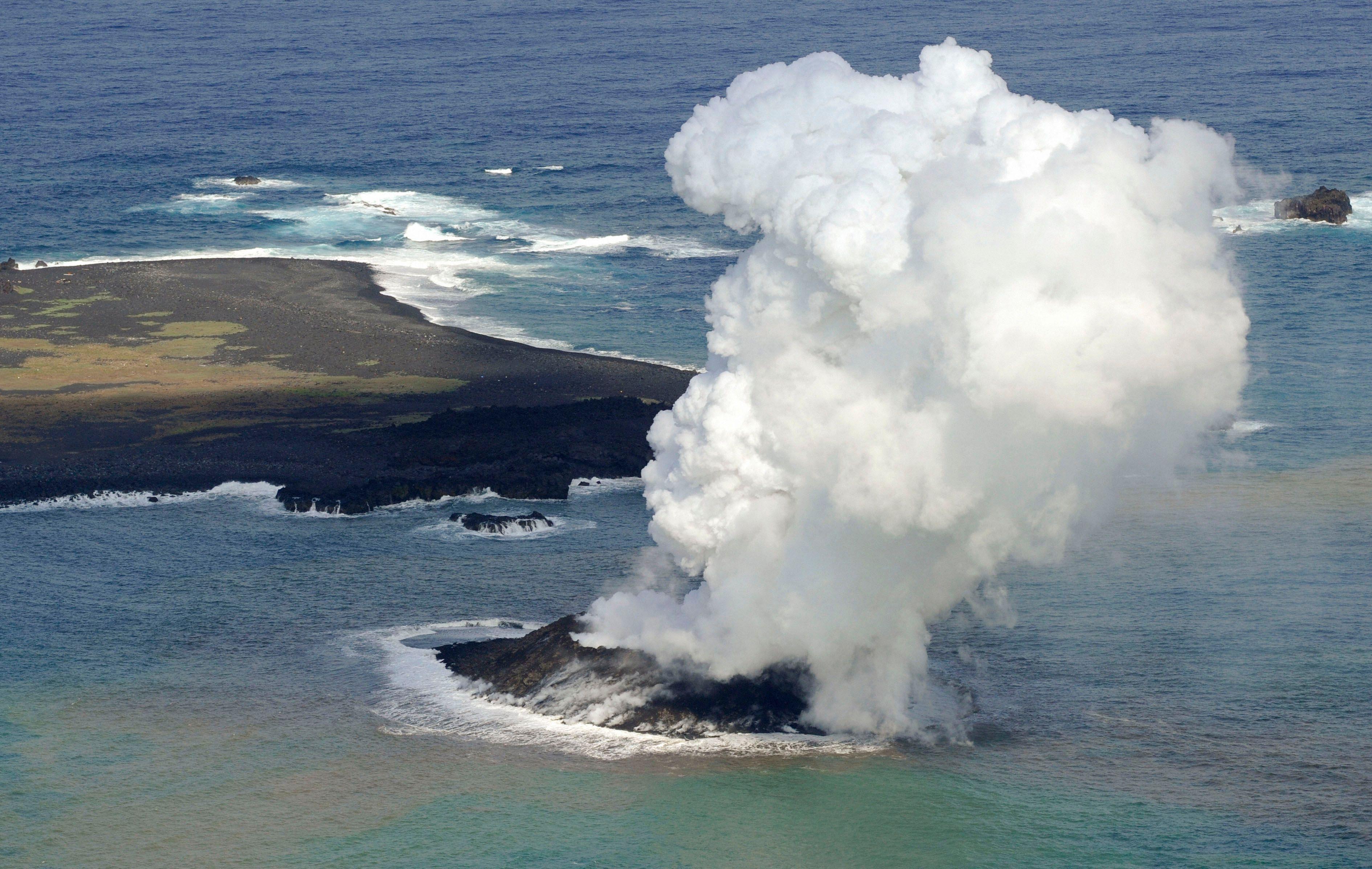 Japon : l'île volcanique apparue en 2013 sur le point de devenir un laboratoire naturel