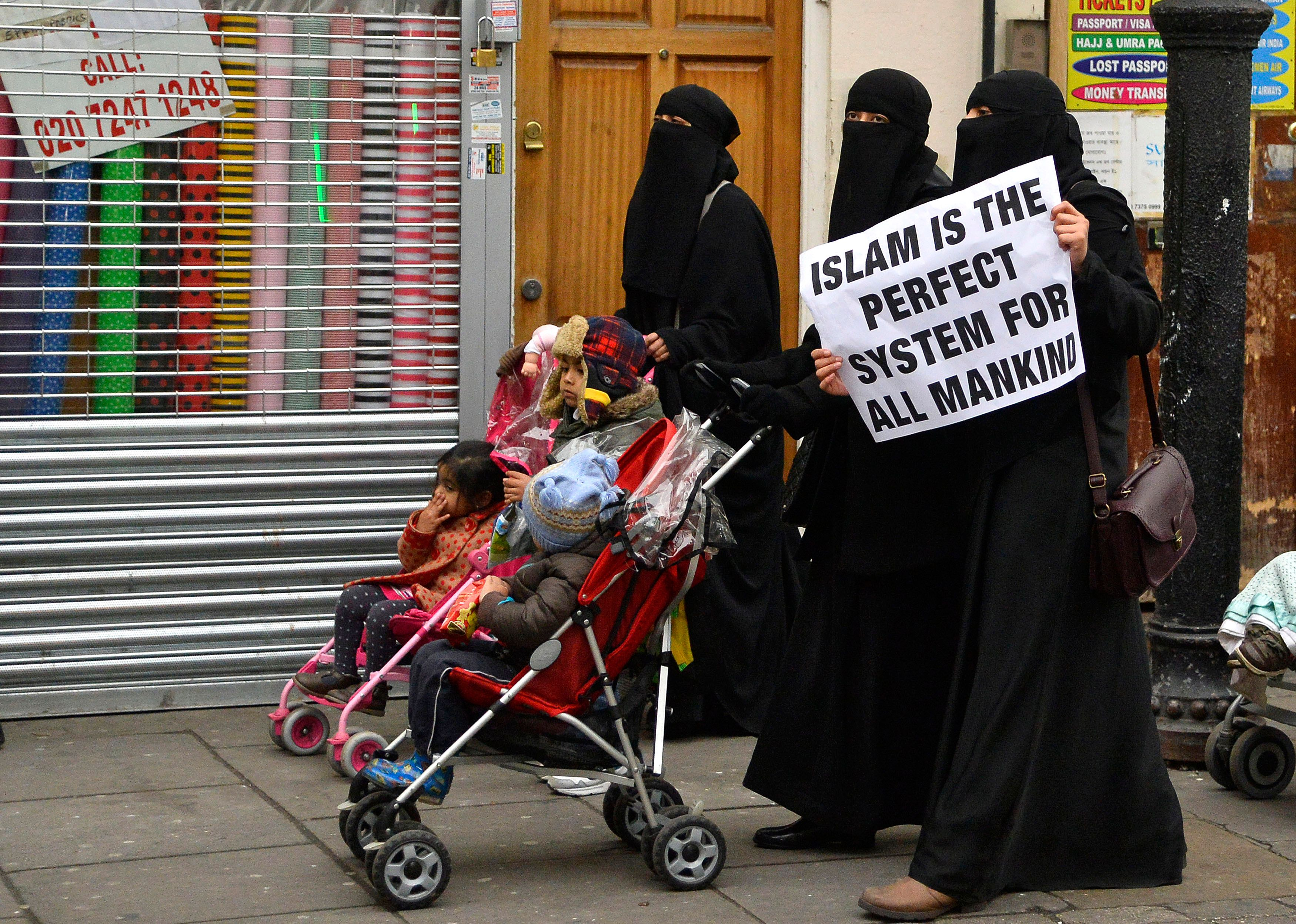 Des femmes manifestant à Londres en décembre 2013.