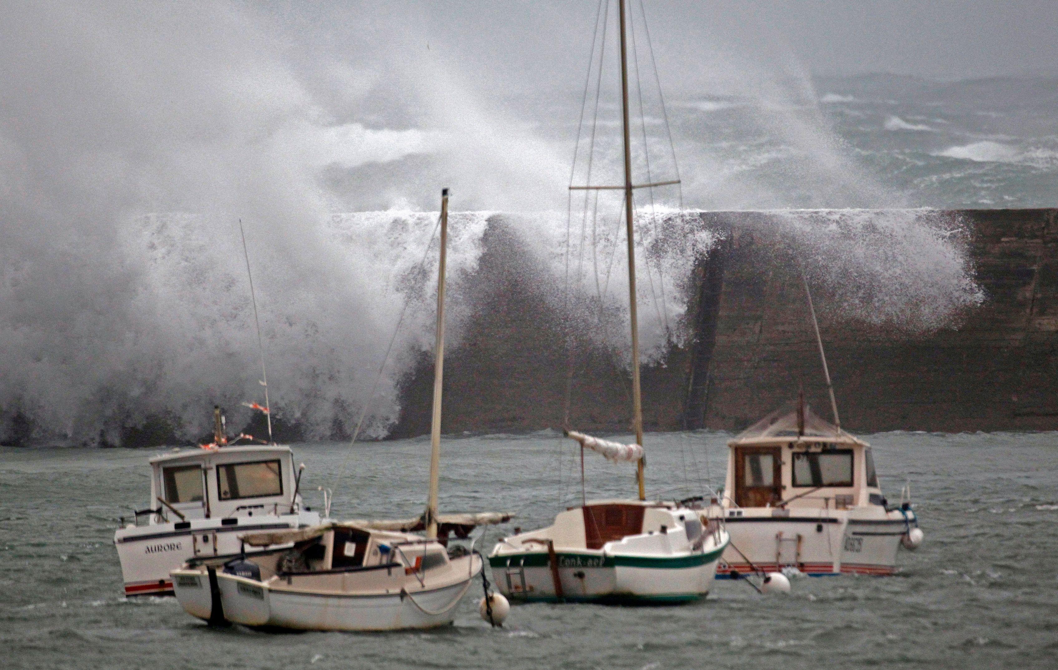 Froid extrême et énormes vagues : des personnes portées disparues en France et en Espagne, les Etats-Unis paralysés