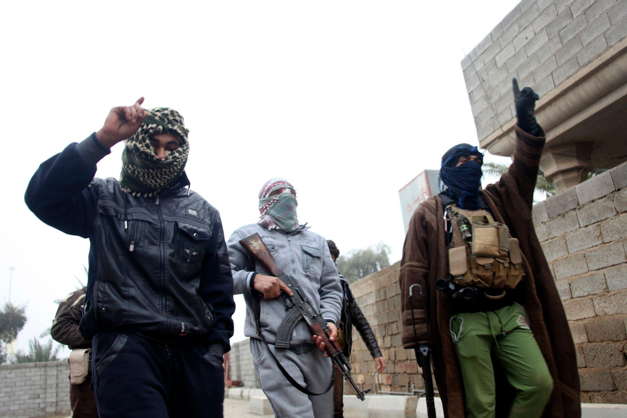 Aidée par des tribus locales, l'armée irakienne a lancé une offensive dans la province d'Anbar pour tenter d'en déloger des rebelles sunnites affiliés à Al-Qaïda cherchant à prendre le contrôle de l'ouest de l'Irak.