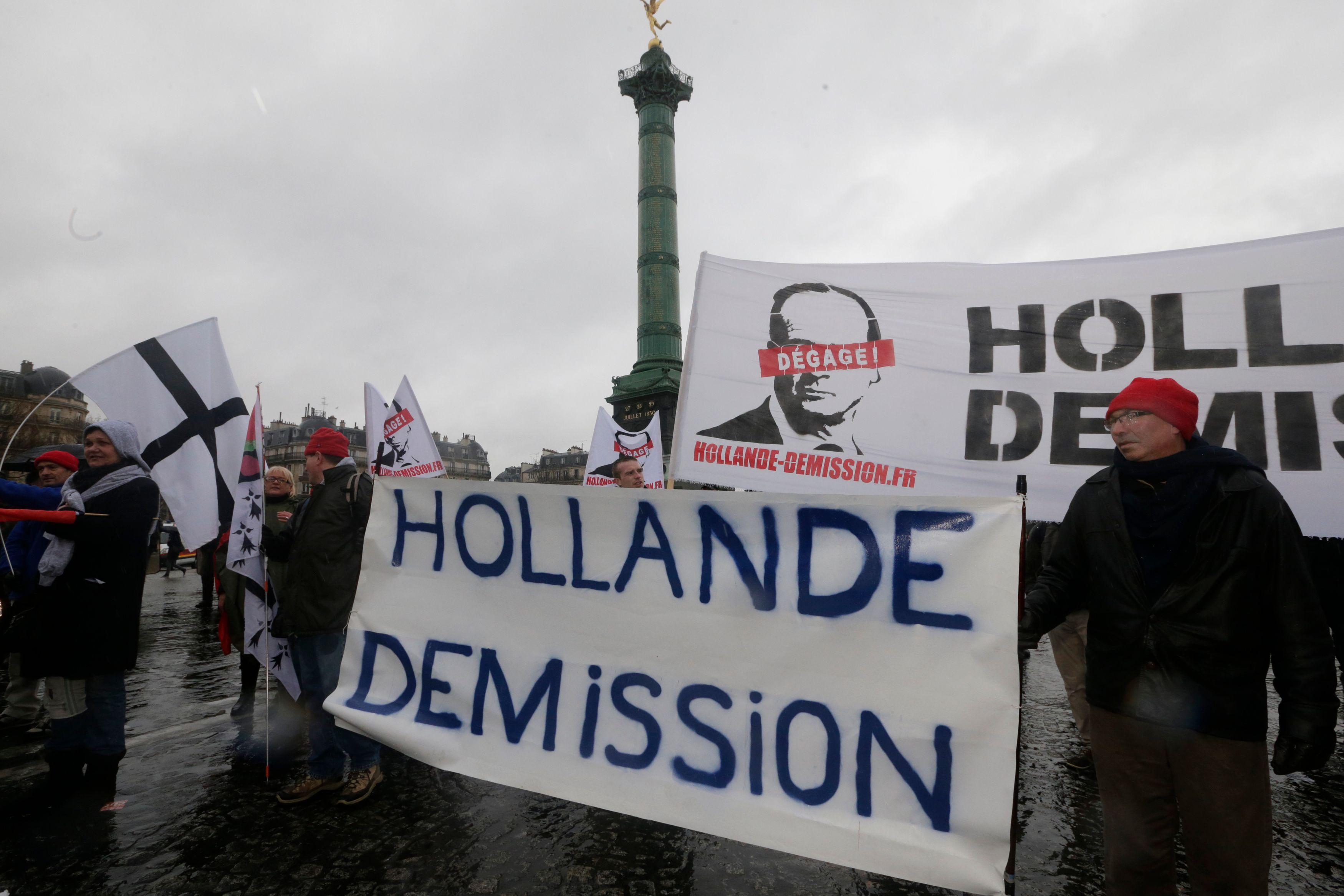 """A l'appel du collectif """"Jour de colère"""", des milliers de personnes ont manifesté dans les rues de Paris"""