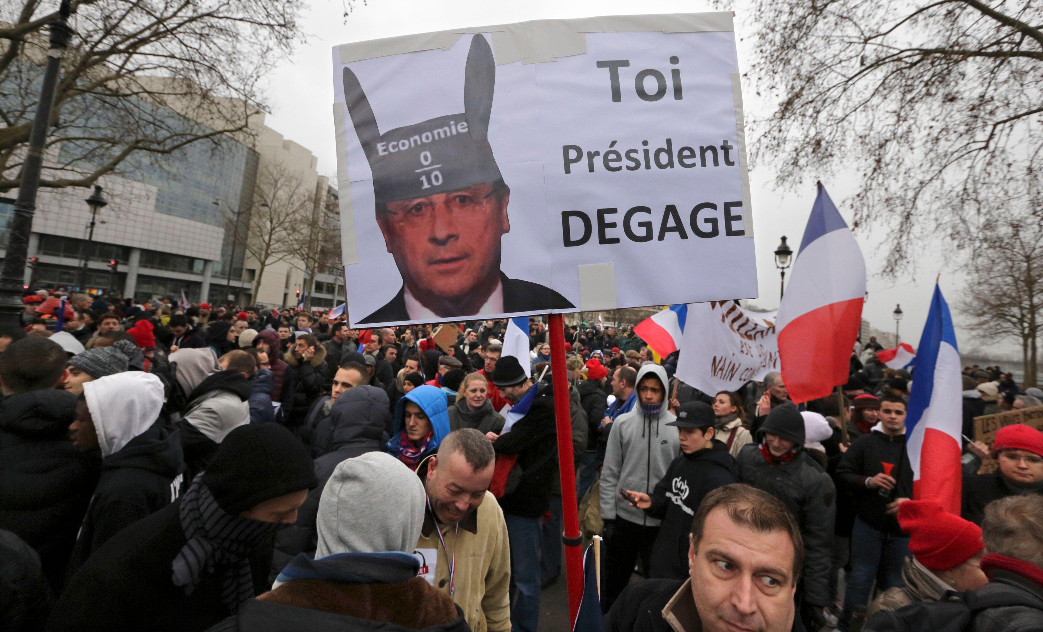 Des milliers de personnes ont manifesté dans les rues de Paris ce dimanche