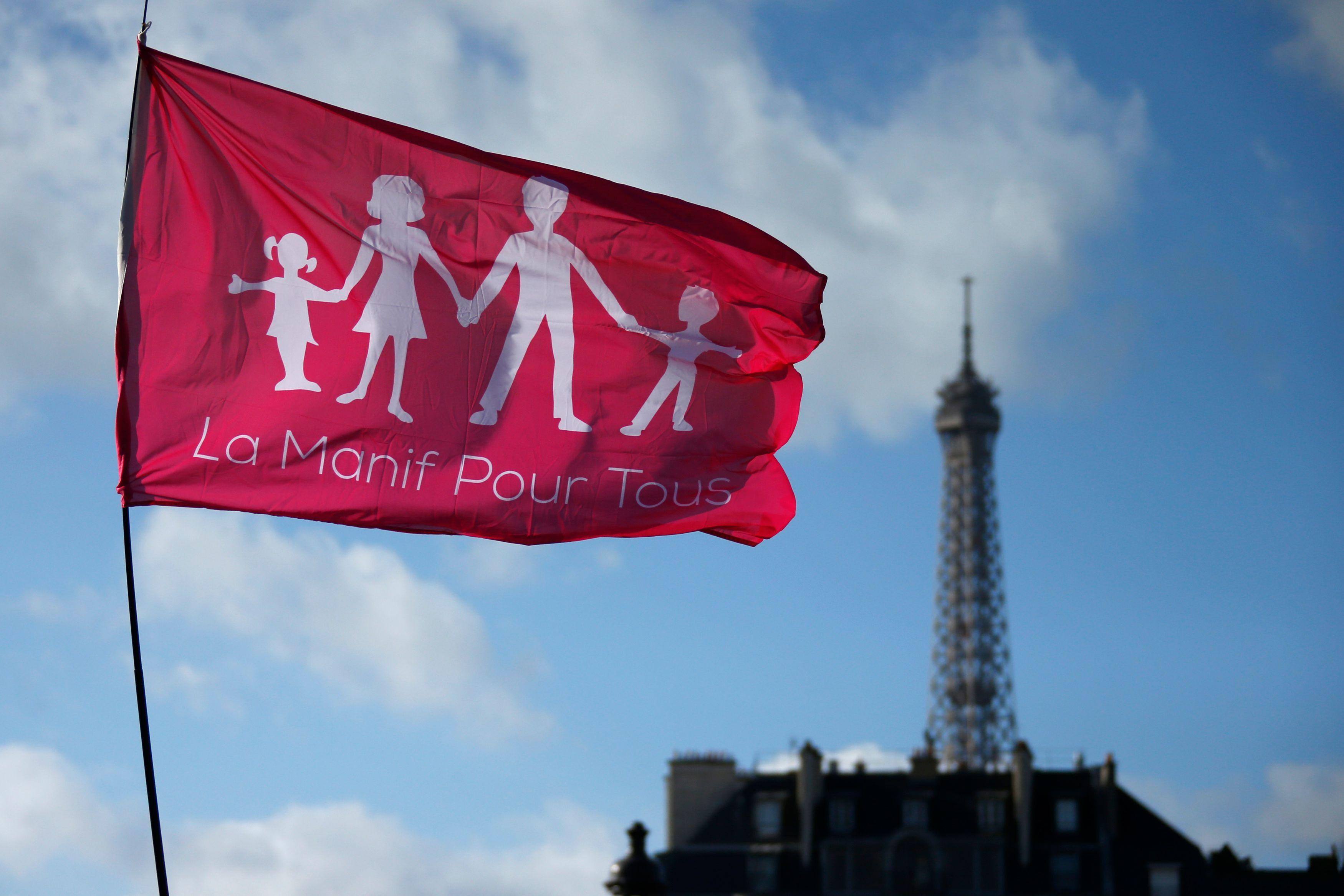 Sondage exclusif : 48% des Français se déclarant très proches des idées de La Manif pour tous envisagent de voter pour Marine Le Pen au 1er tour de la présidentielle et 42% pour François Fillon