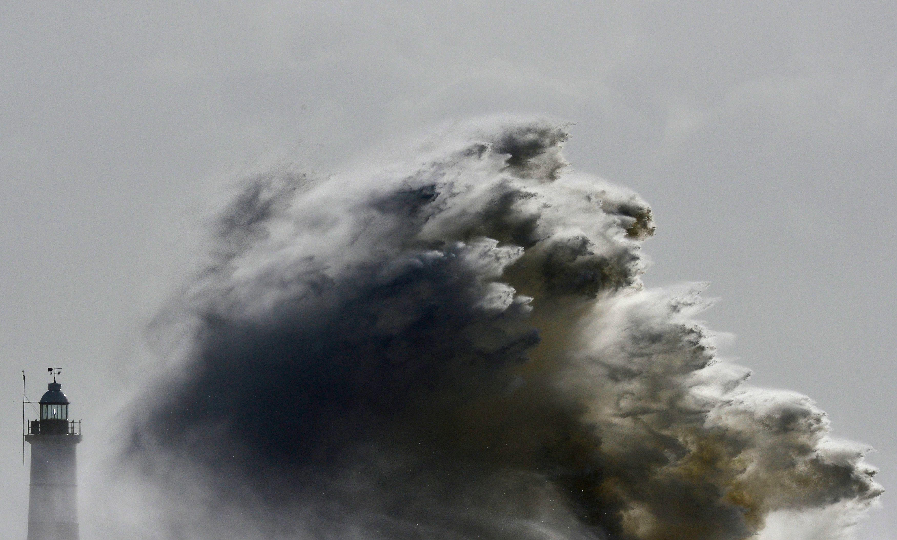 Une vague photographiée le 15 février, lors de la tempête Ulla, dans le sud de l'Angleterre.