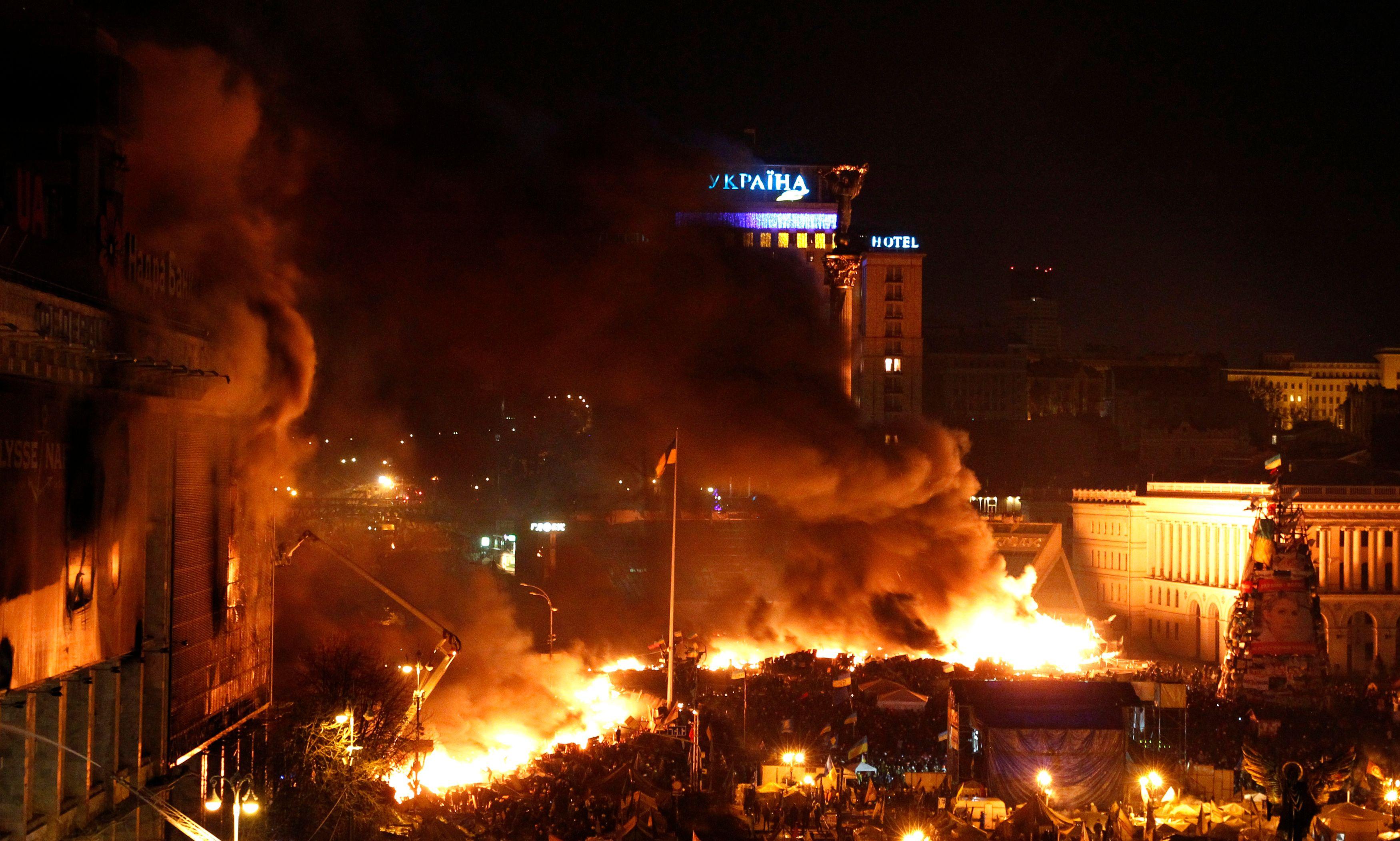 Ukraine : 25 morts dans les affrontements, le pays au bord de la guerre civile