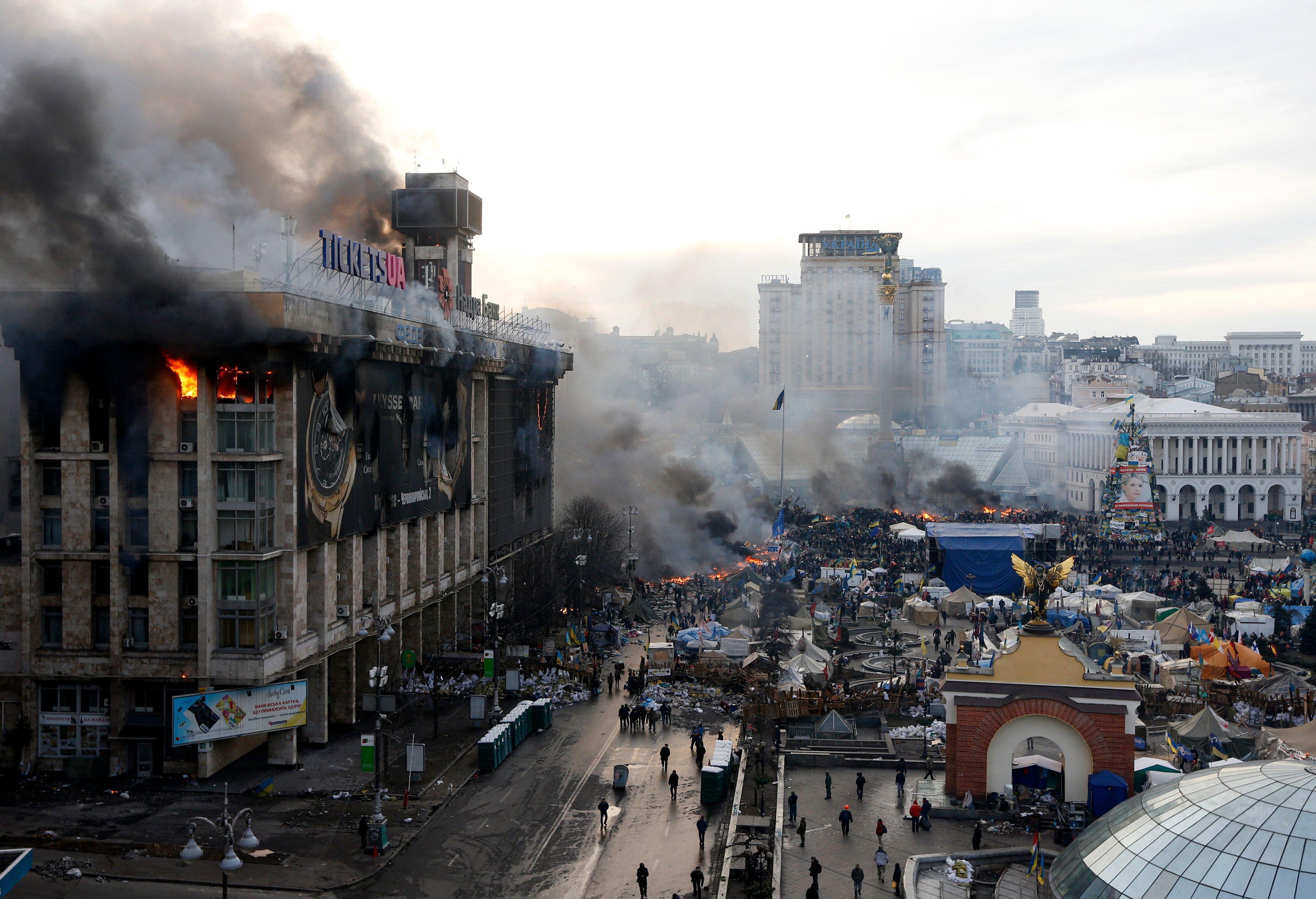 Ukraine : Kiev à feu et à sang, Hollande et Merkel pour des sanctions