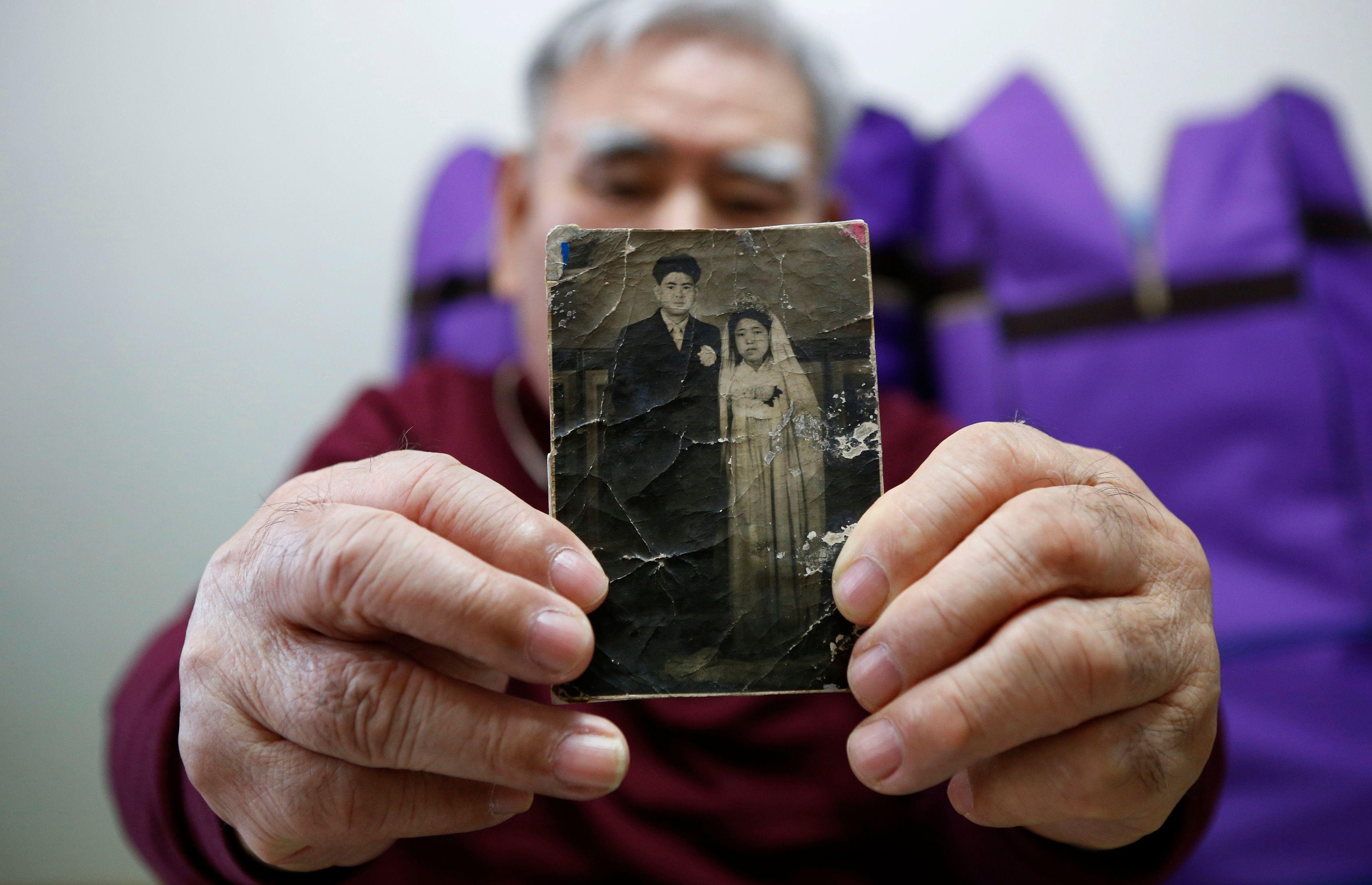 Jang Choon fait partie des sud-coréens qui ont obtenu le droit de rencontrer leur famille, au nord. Son dernier contact avec frère date des années 1950.