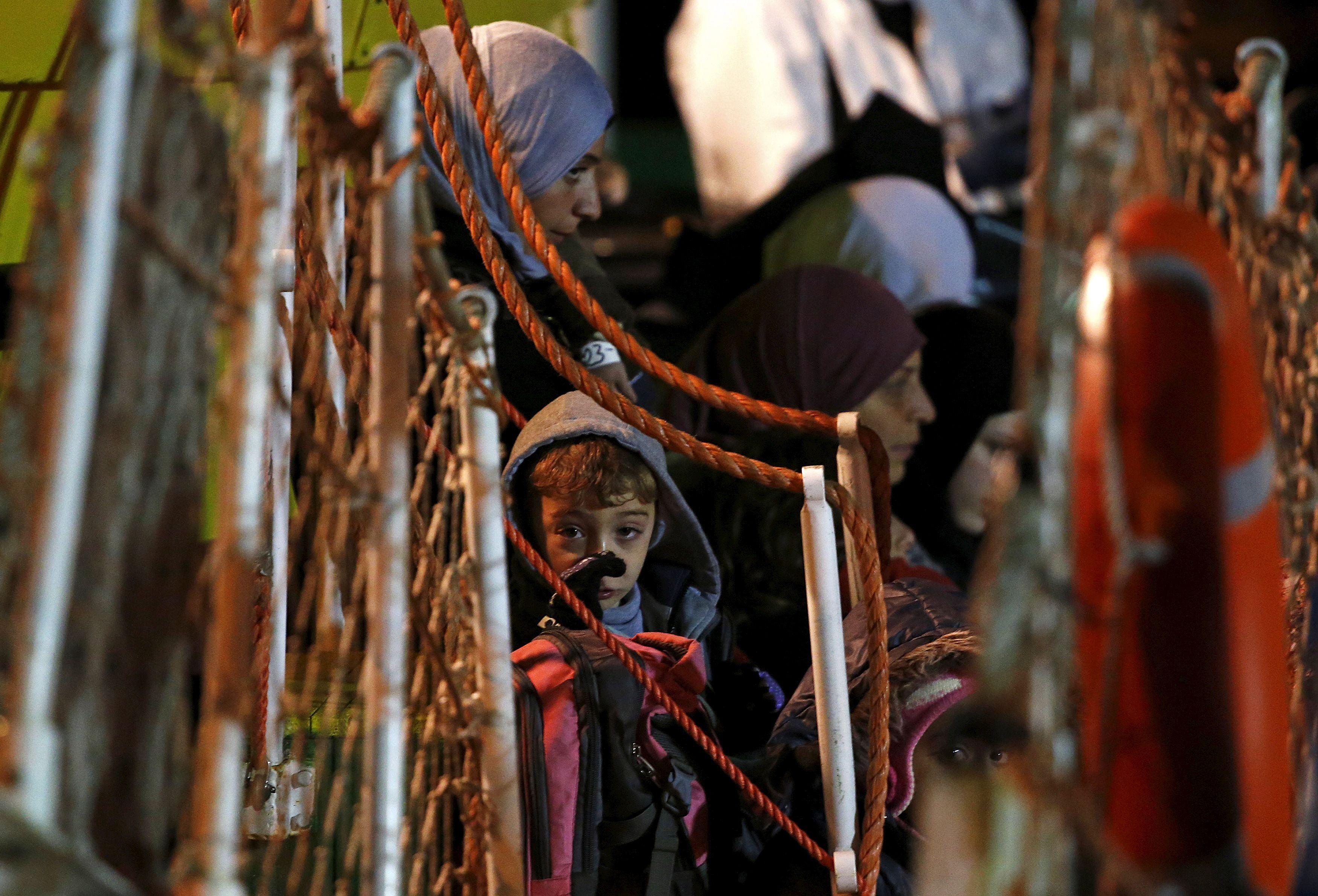 Migrants en Méditerranée, deux seules solutions : la fermeté et une nouvelle coopération économique décentralisée