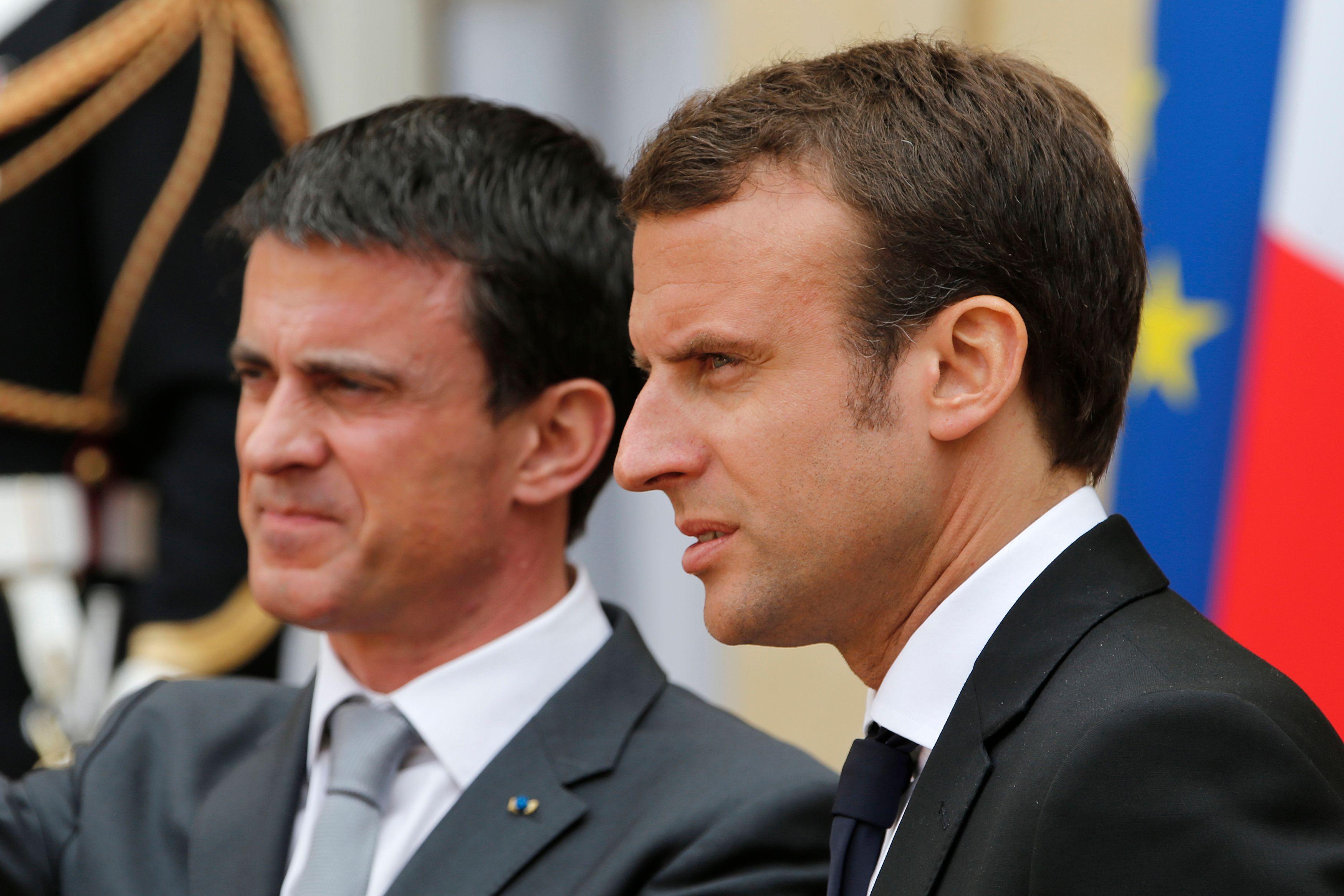 """Temps légal de travail et 35 heures : """"pas de remise en cause"""" selon Valls, Macron rétropédale"""