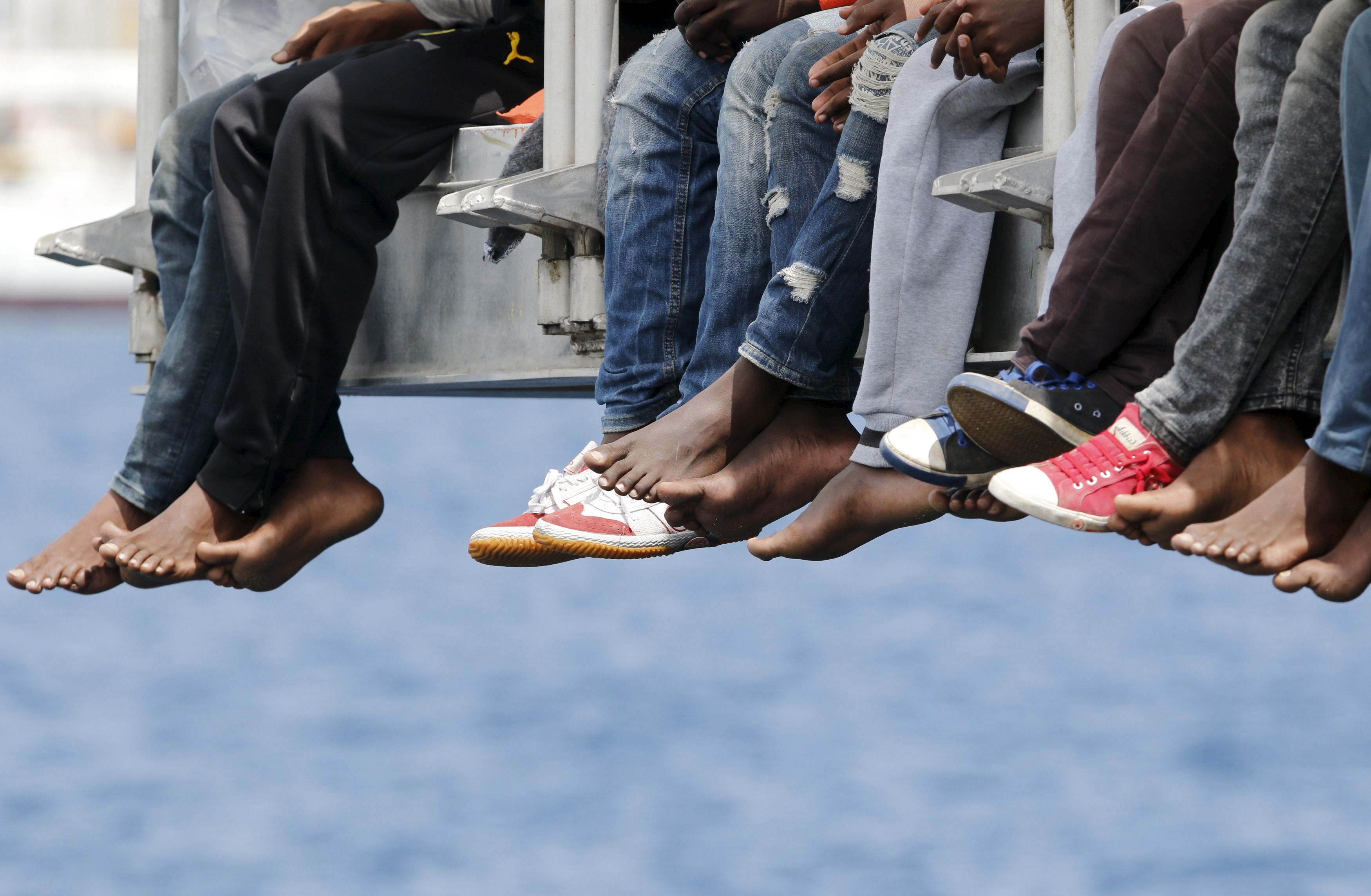 Quand les migrants prennent d'assaut les trains du nord de l'Italie