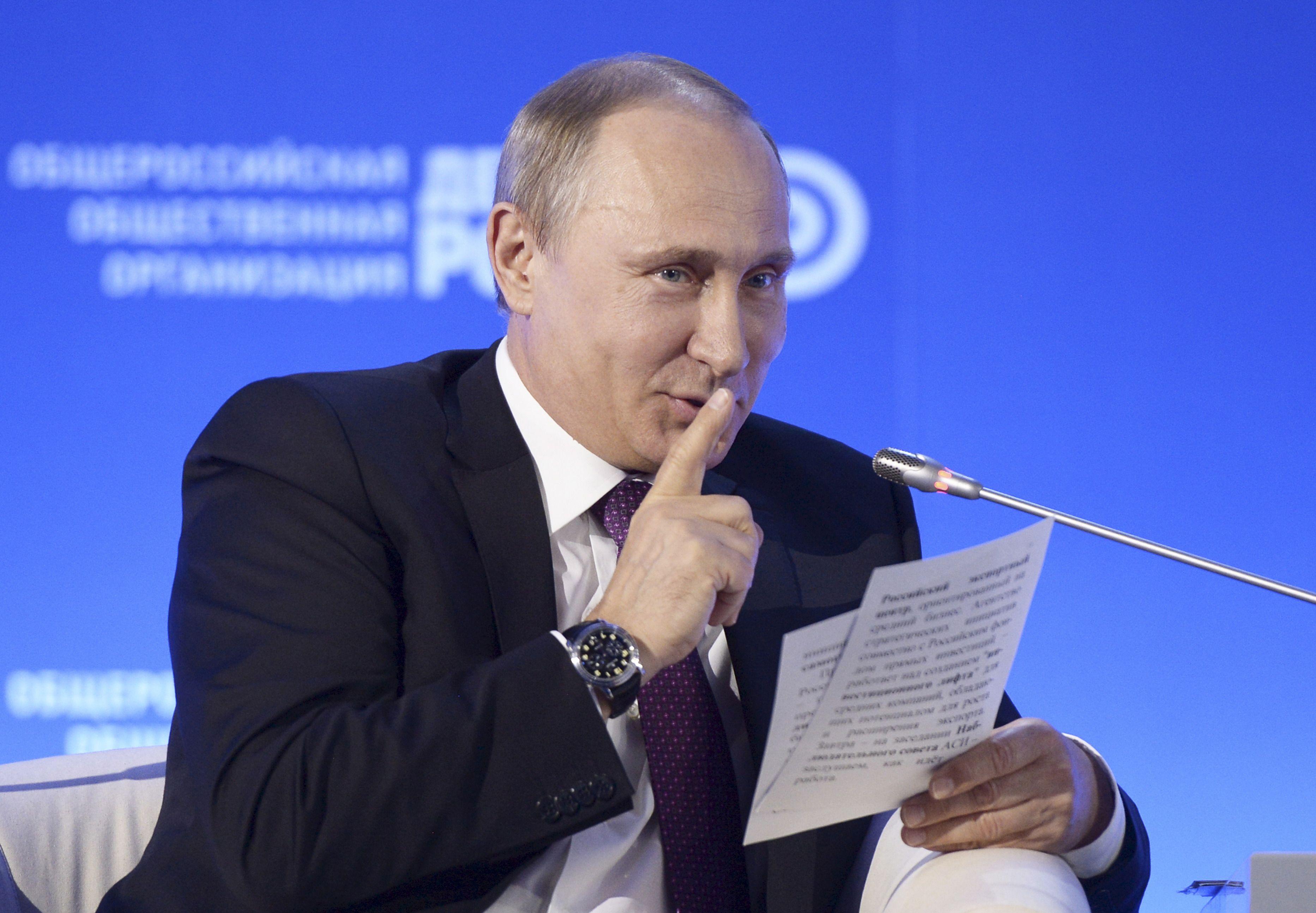 """Pour Moscou, les affirmations du Canard Enchaîné sur François Fillon sont de """"fausses informations"""""""