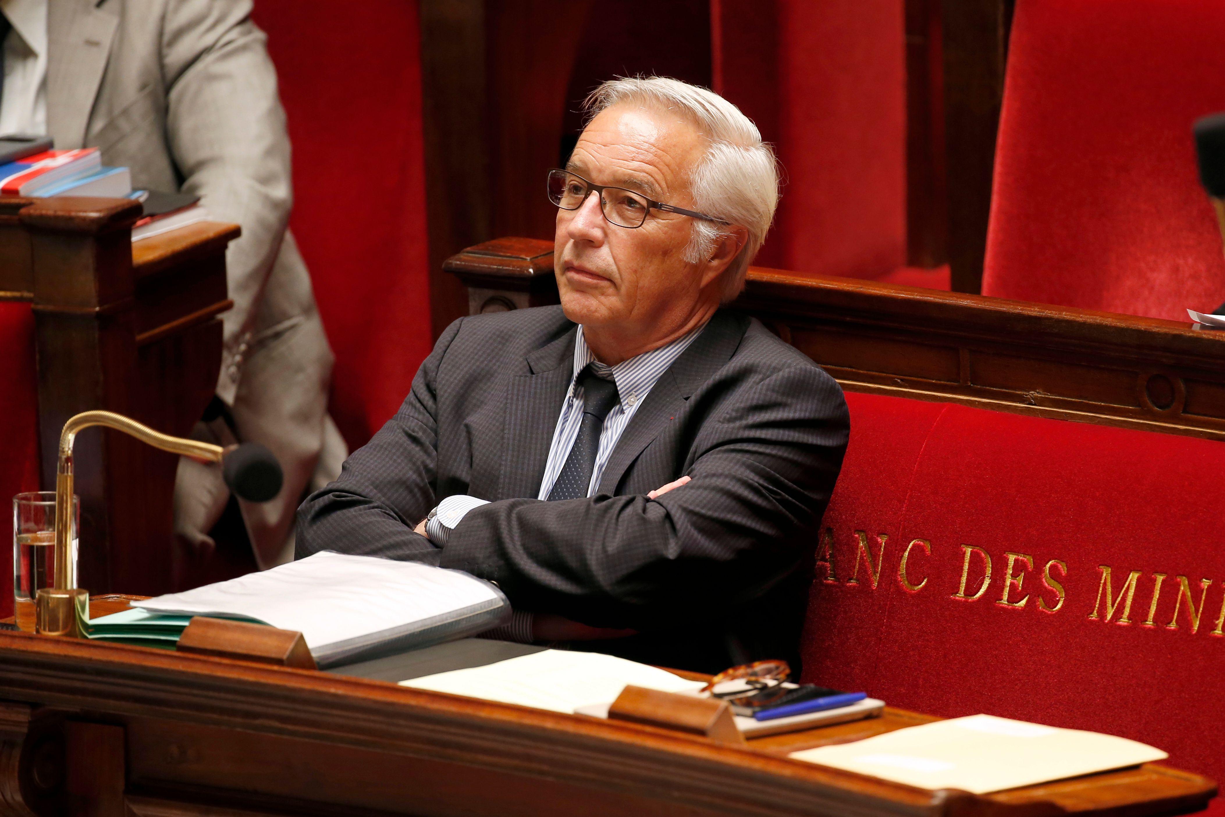 """François Rebsamen assure quitter le gouvernement avec le sentiment d'avoir """"bien fait son travail""""."""