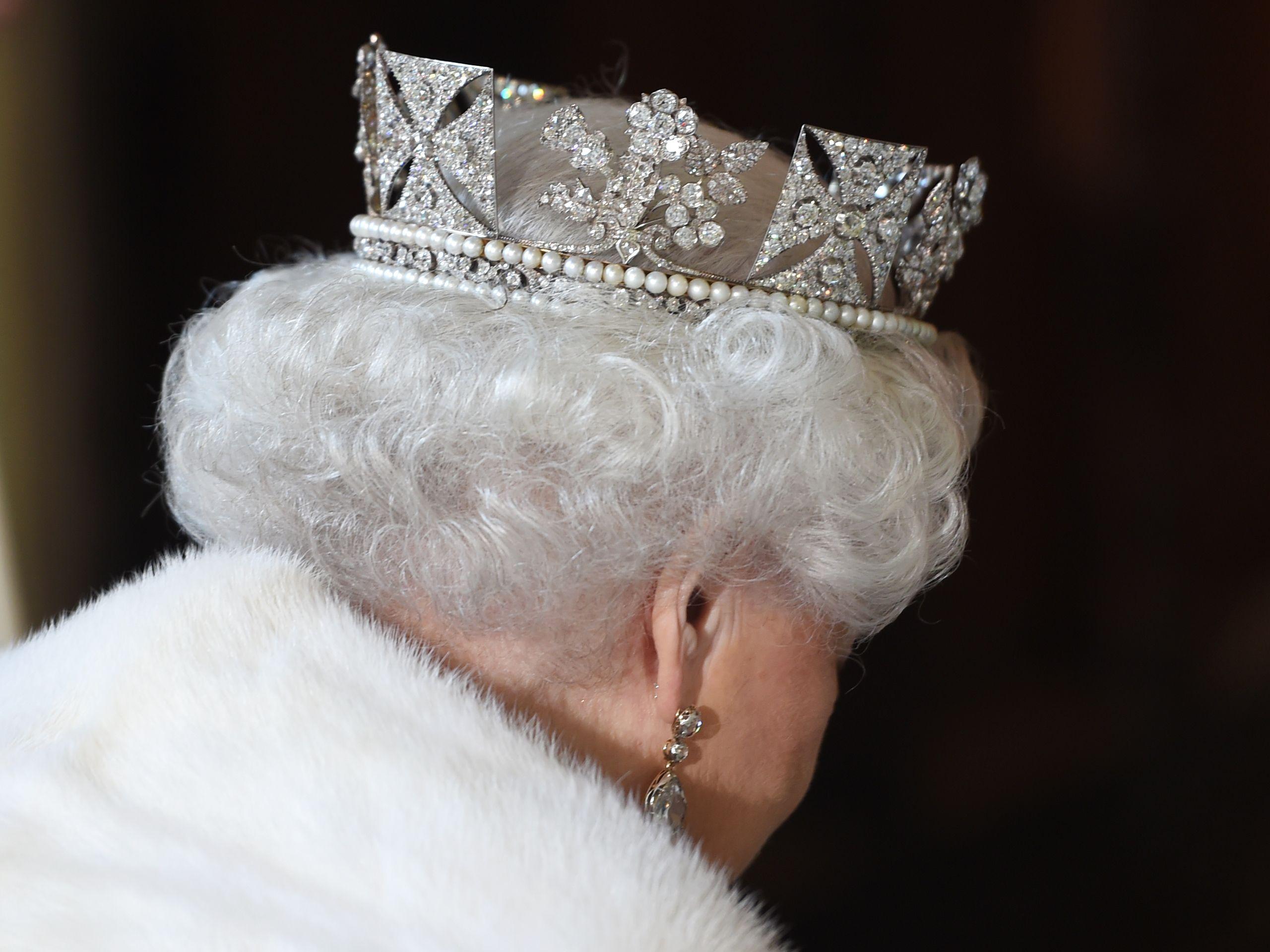 Elisabeth II superstar télé : la bande-annonce pour The Crown la nouvelle série de Netflix à 130 millions de dollars promet un torrent de secrets royaux