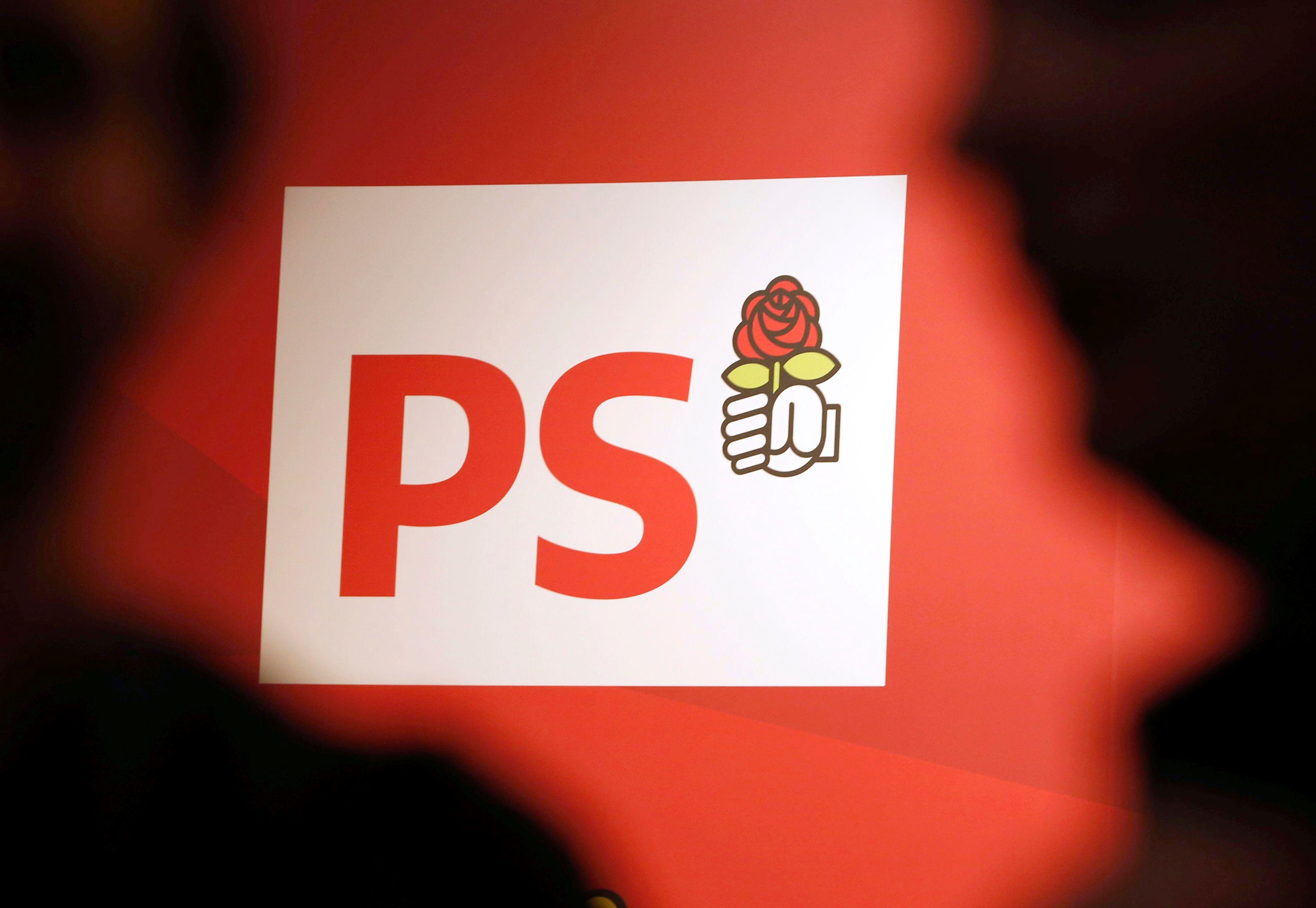 Le PS fustige l'organisation d'un débat entre Edouard Philippe et Jean-Luc Mélenchon sur France 2