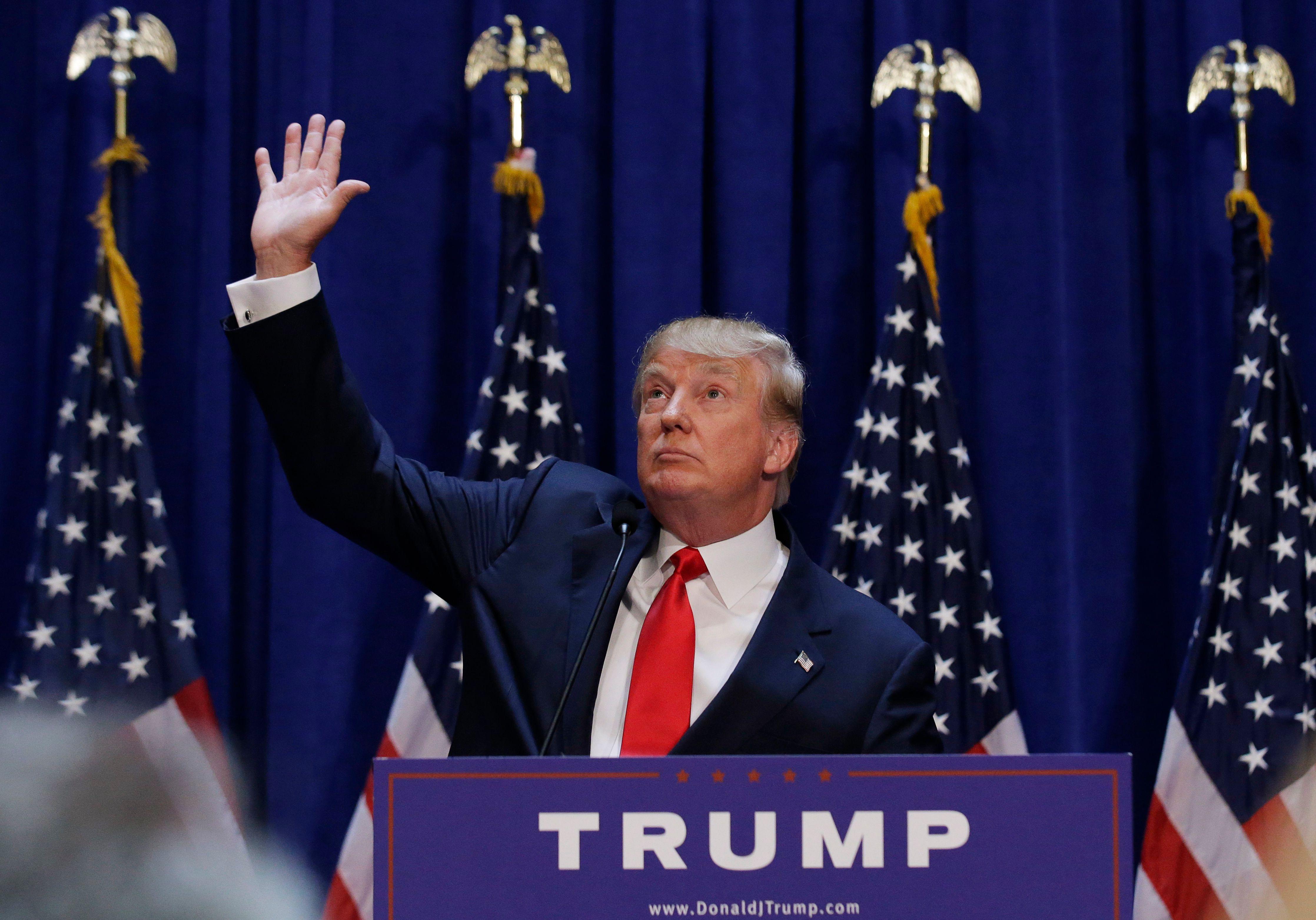 Donald Trump a décidé de taper fort contre Hillary Clinton