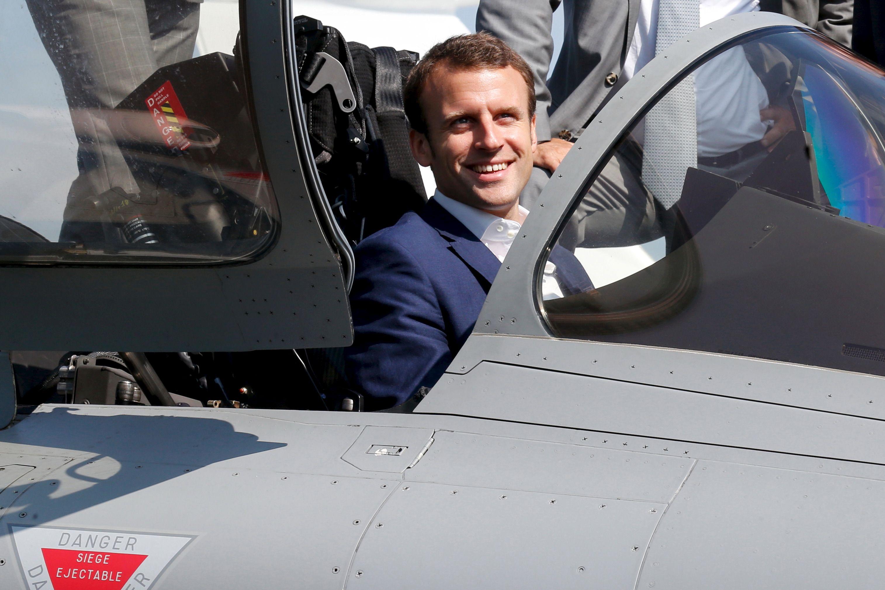 Le succès populaire d'Emmanuel Macron énerve les cadres du PS.