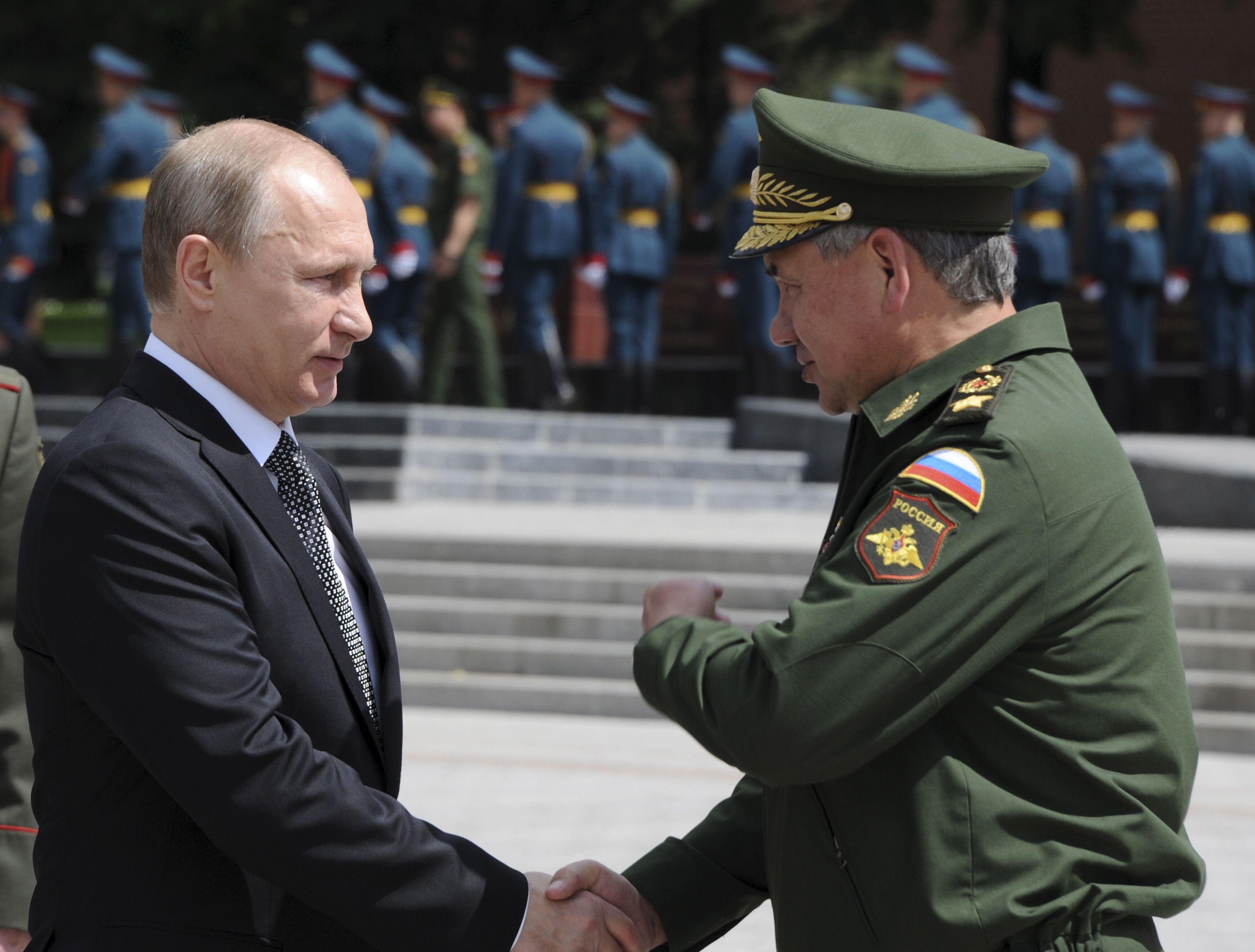 Vladimir Poutine accentue ses activités militaires.