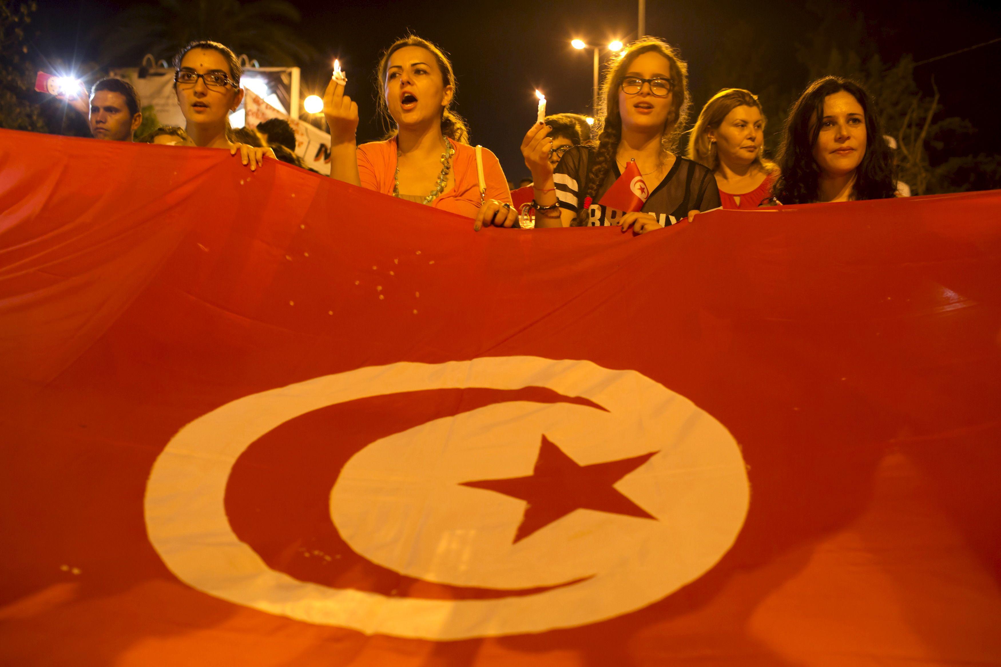Des manifestations de soutien aux victimes en Turquie suite aux attentats perpétrés par l'Etat islamique.