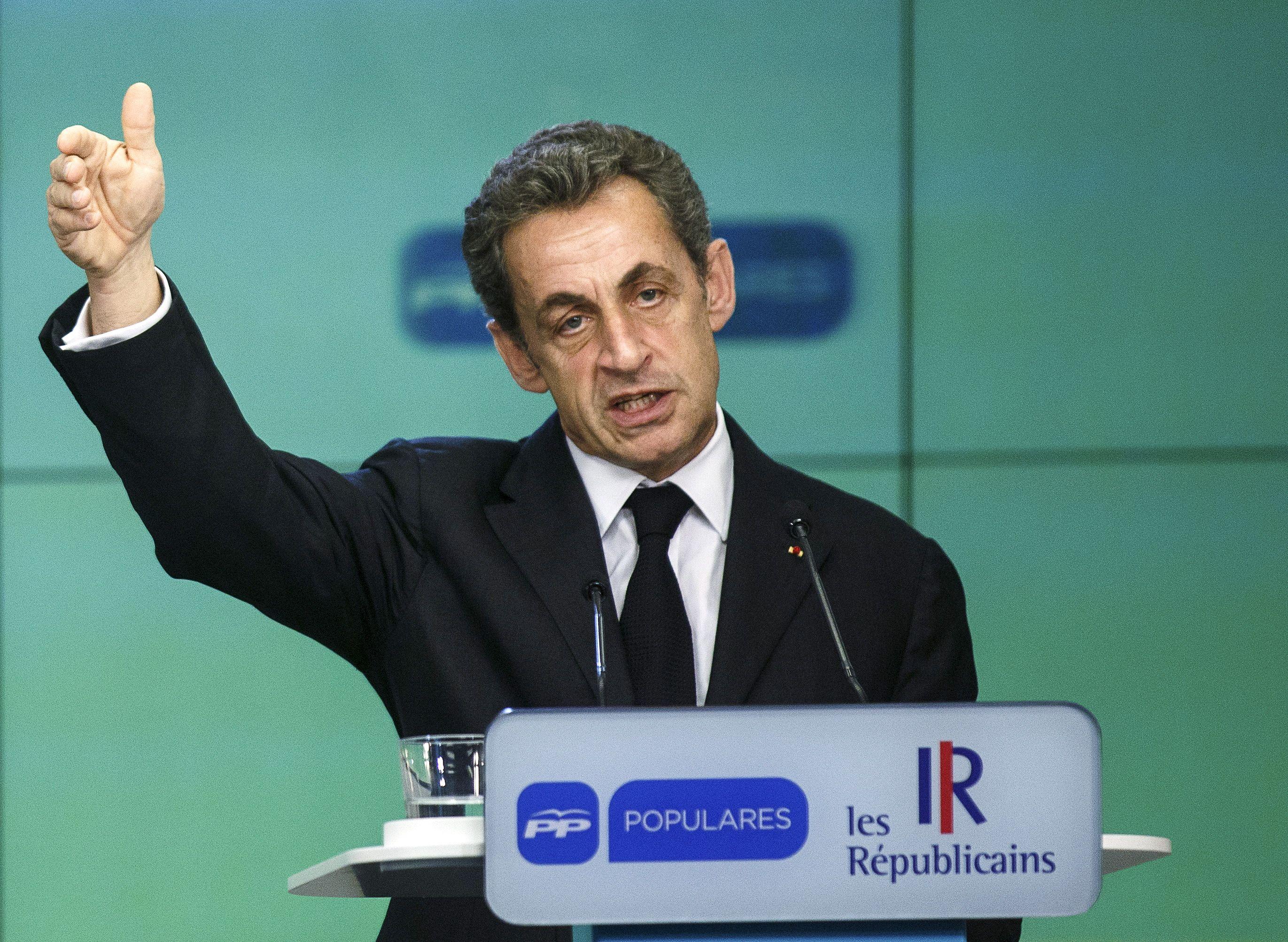 """Nicolas Sarkozy appelle Emmanuel Macron à """"quitter le gouvernement"""" pour rejoindre Les Républicains"""