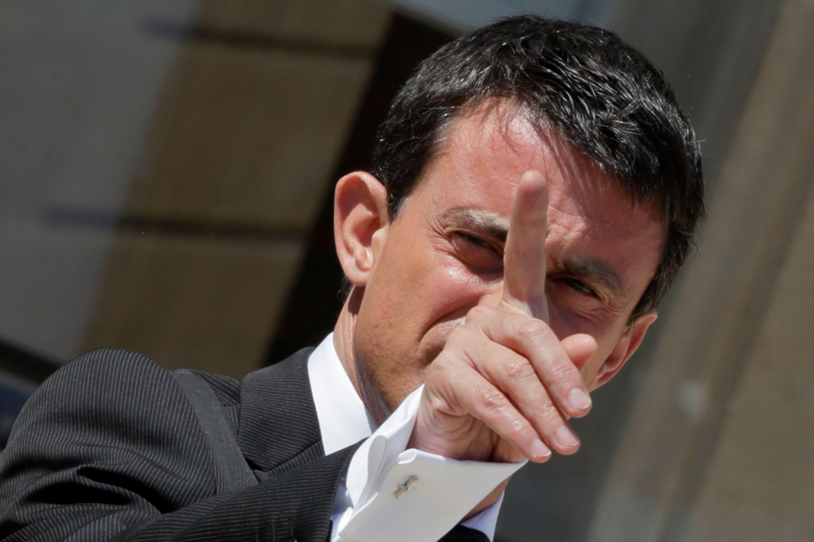 """Manuel Valls assure qu'il faut distinguer les """"réfugiés et demandeurs d'asile"""", et les migrants économiques."""