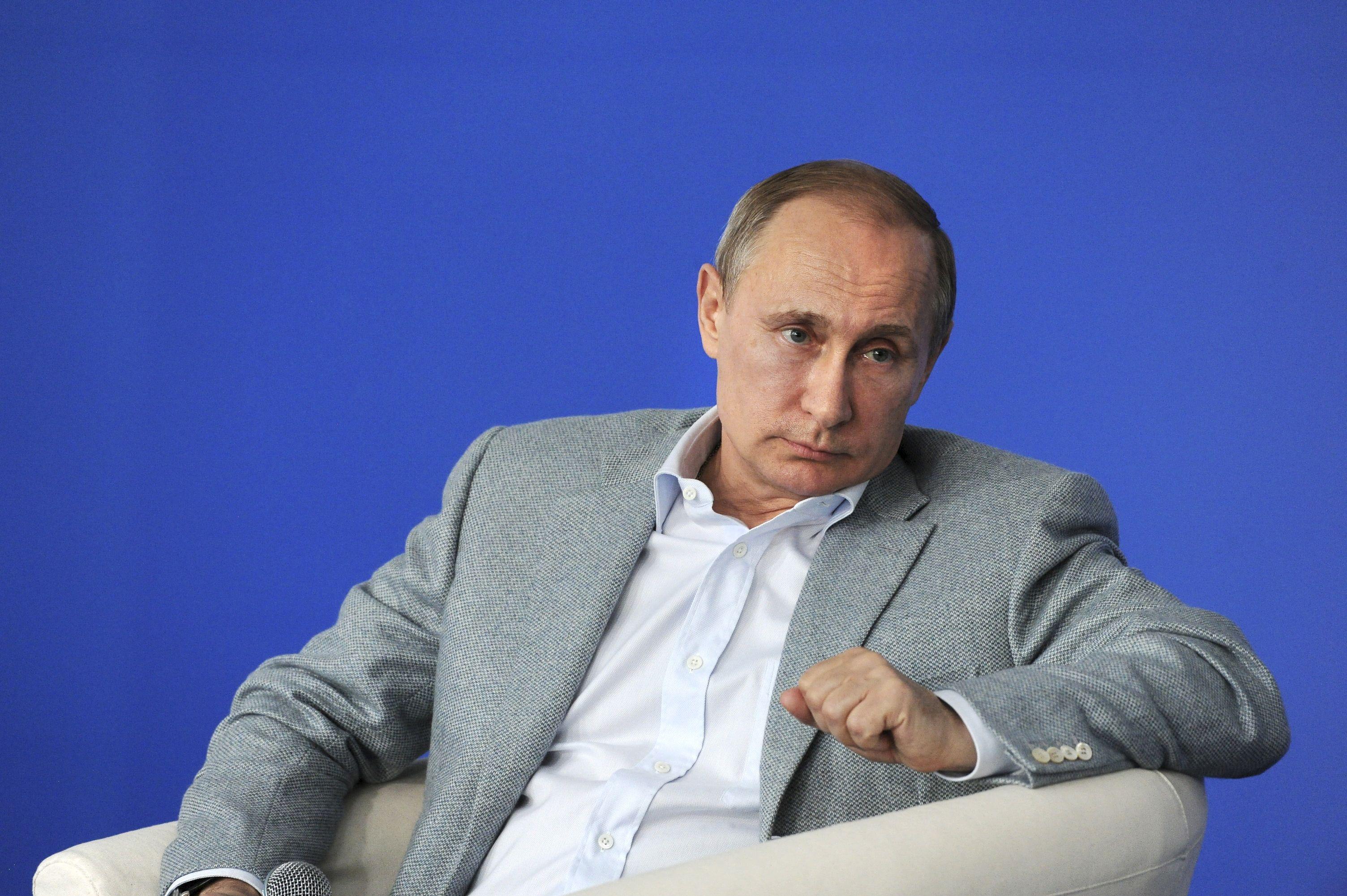 """Panama Papers : l'entourage de Poutine visé, le Kremlin balaye des """"spéculations"""""""