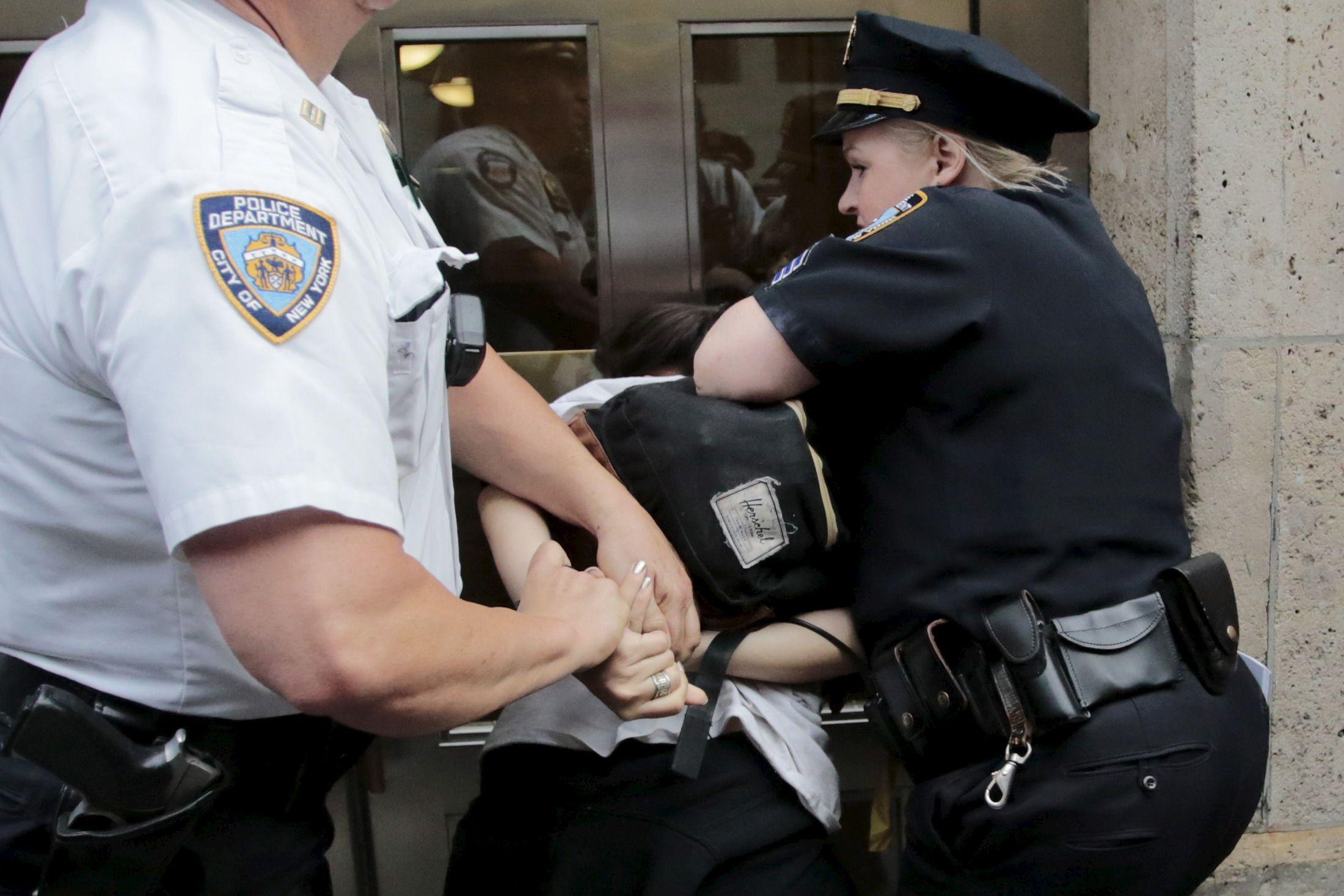 Le policier, réputé assassin de Michael Brown, a été acquitté par un jury populaire de 9 personnes : 6 Blancs et 3 Noirs.