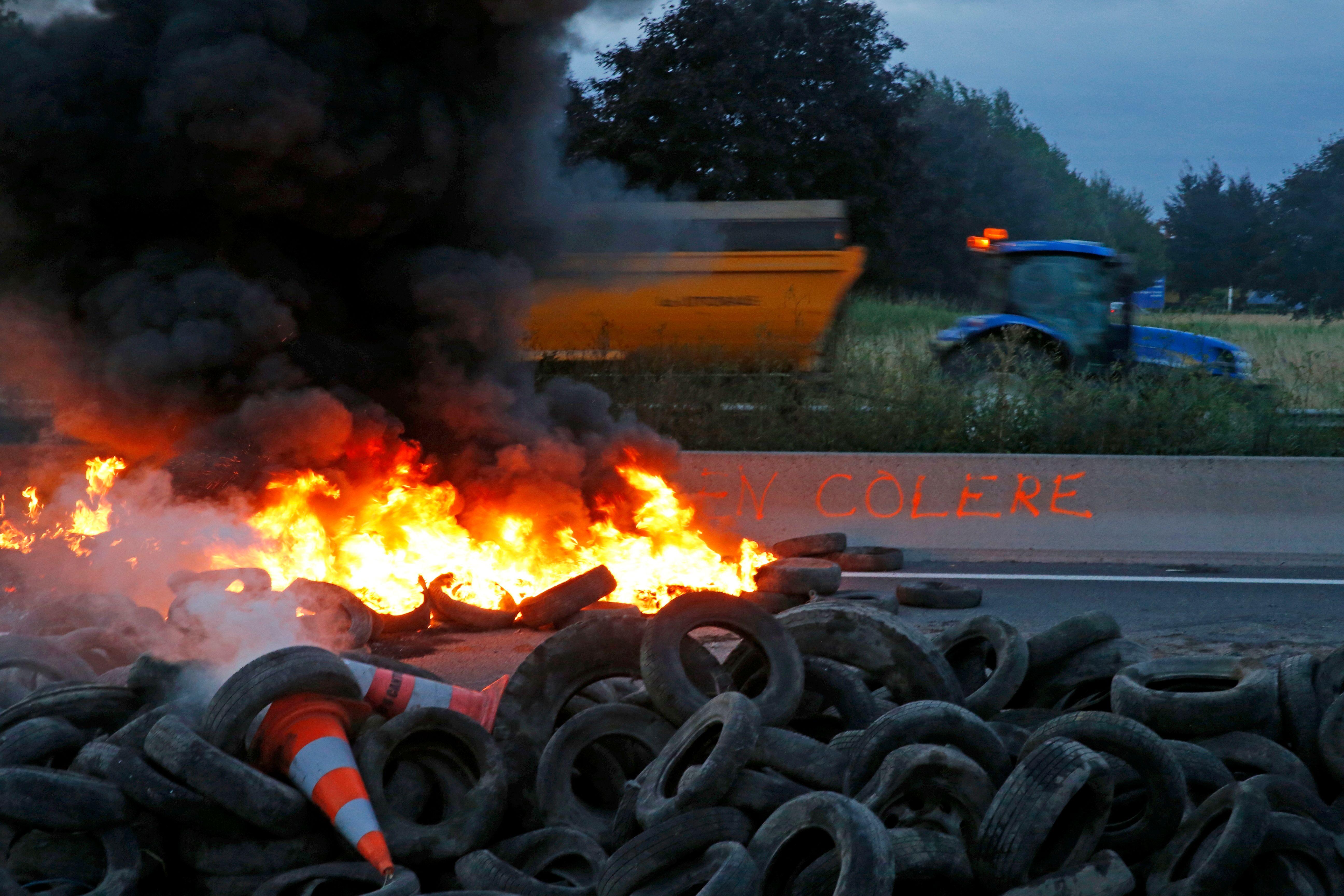 Grève des agriculteurs : des affrontements éclatent à Quimper, la colère monte