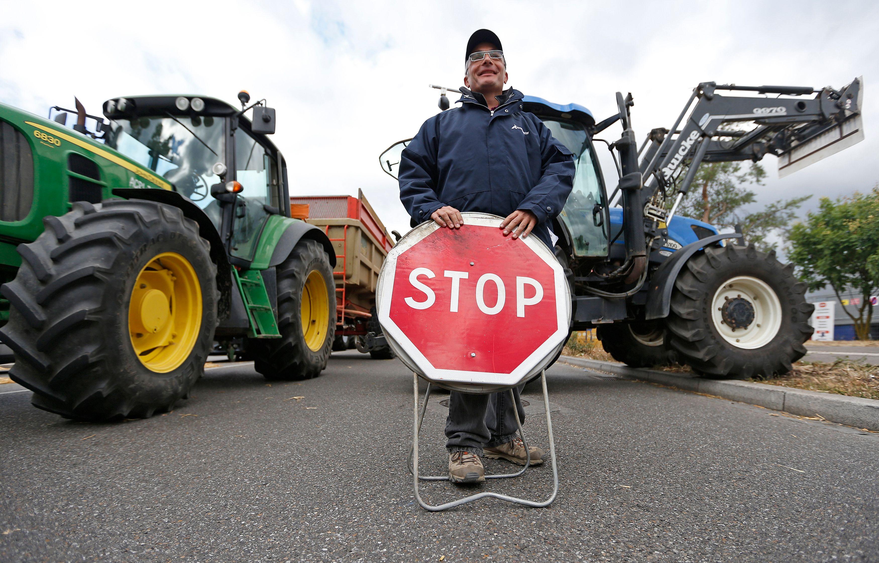 Crise des agriculteurs : des centaines de manifestants poursuivent leur action de blocage en Bretagne