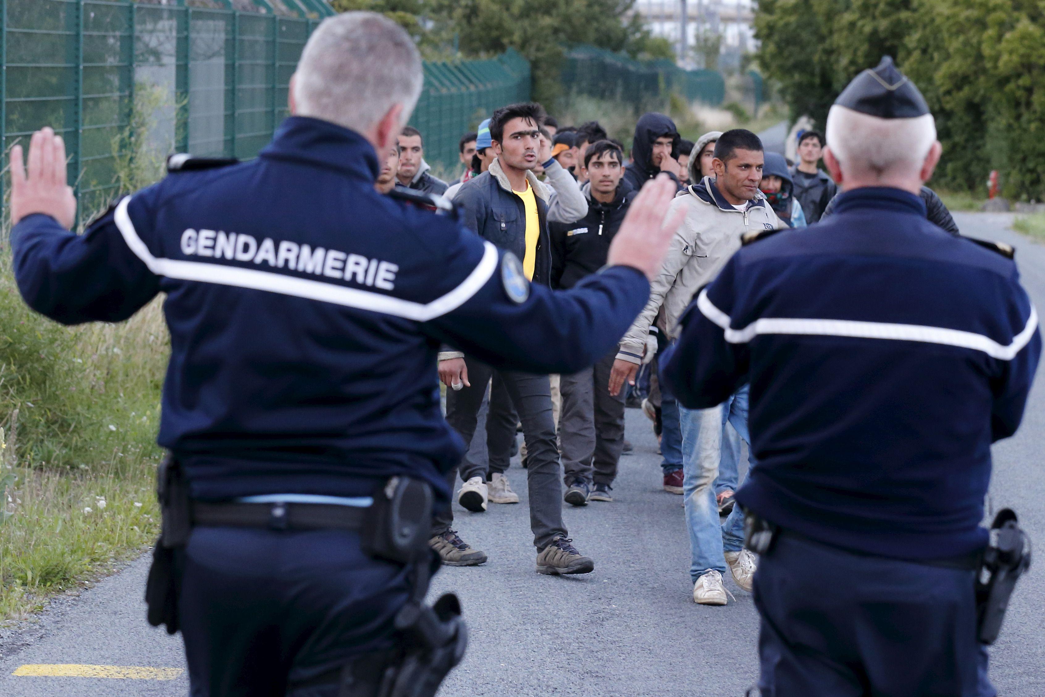 """Le ministre de l'Intérieur a évoqué """"tous ces groupes qui appellent à la tension, à la division et à la violence""""."""