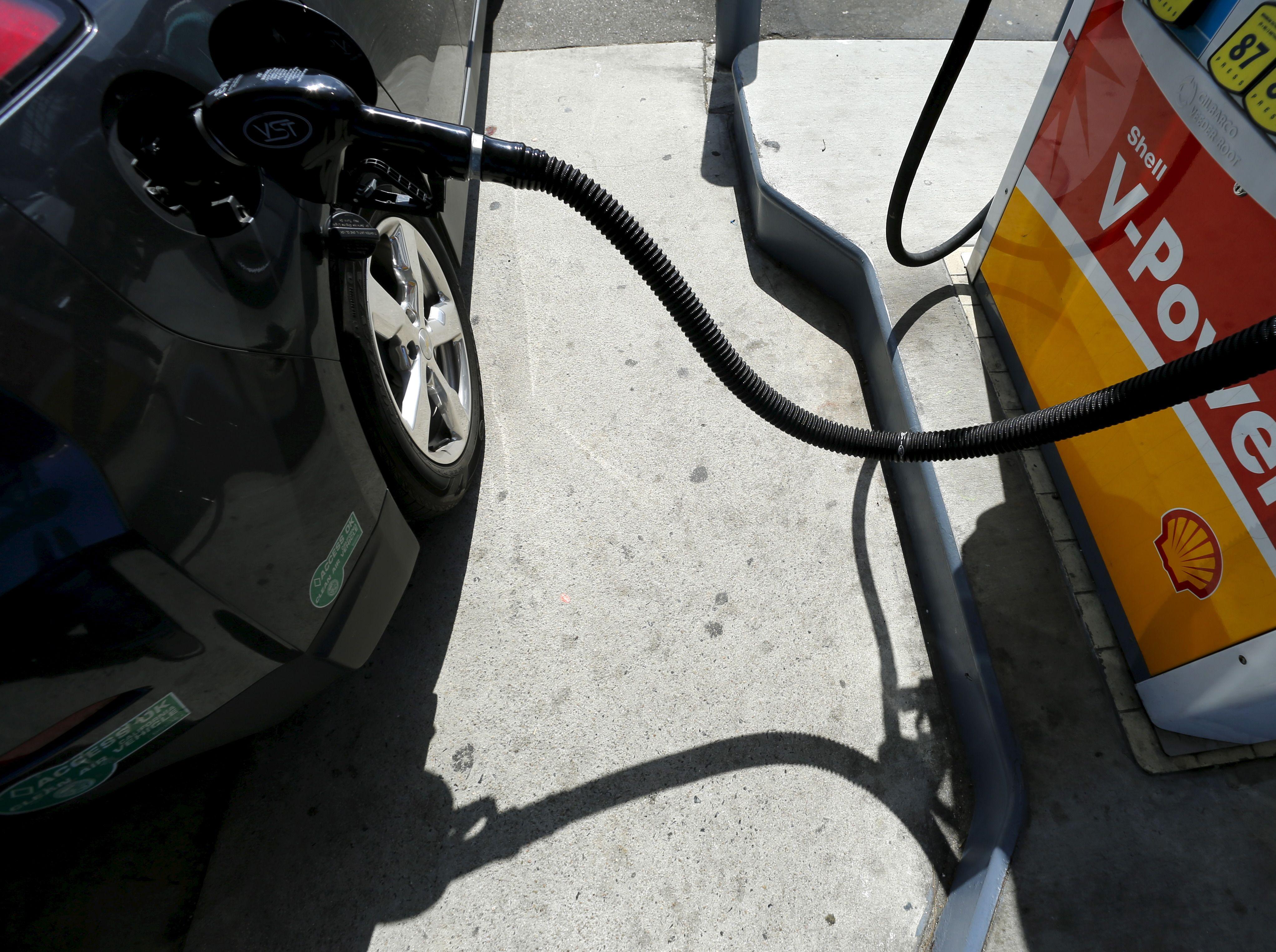 Le pétrole sous la barre des 30 dollars… voire des 20 dollars en 2016 ?