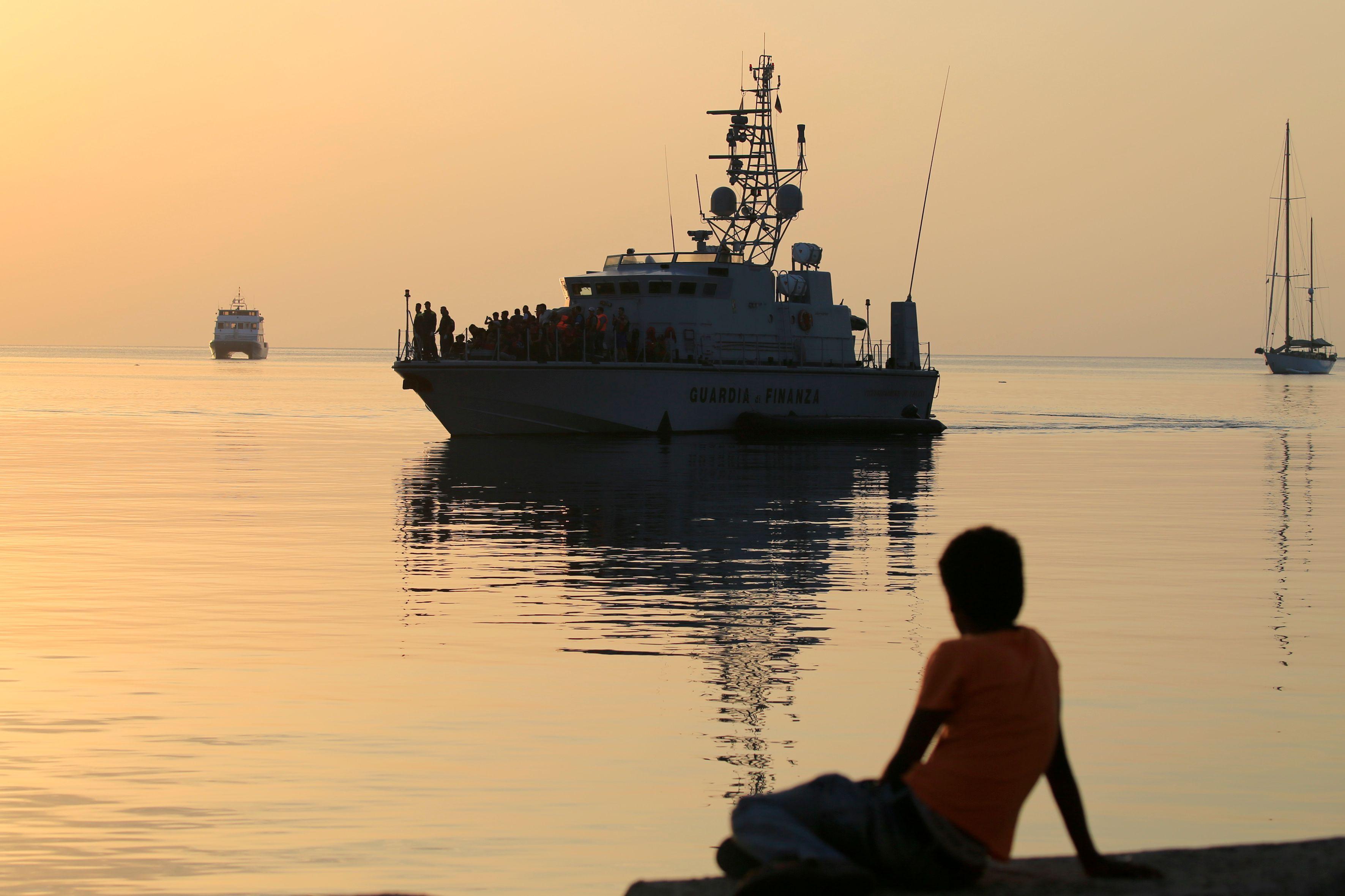 Migrants en Méditerranée : l'enregistrement des réfugiés a débuté sur le ferry dépêché à Kos