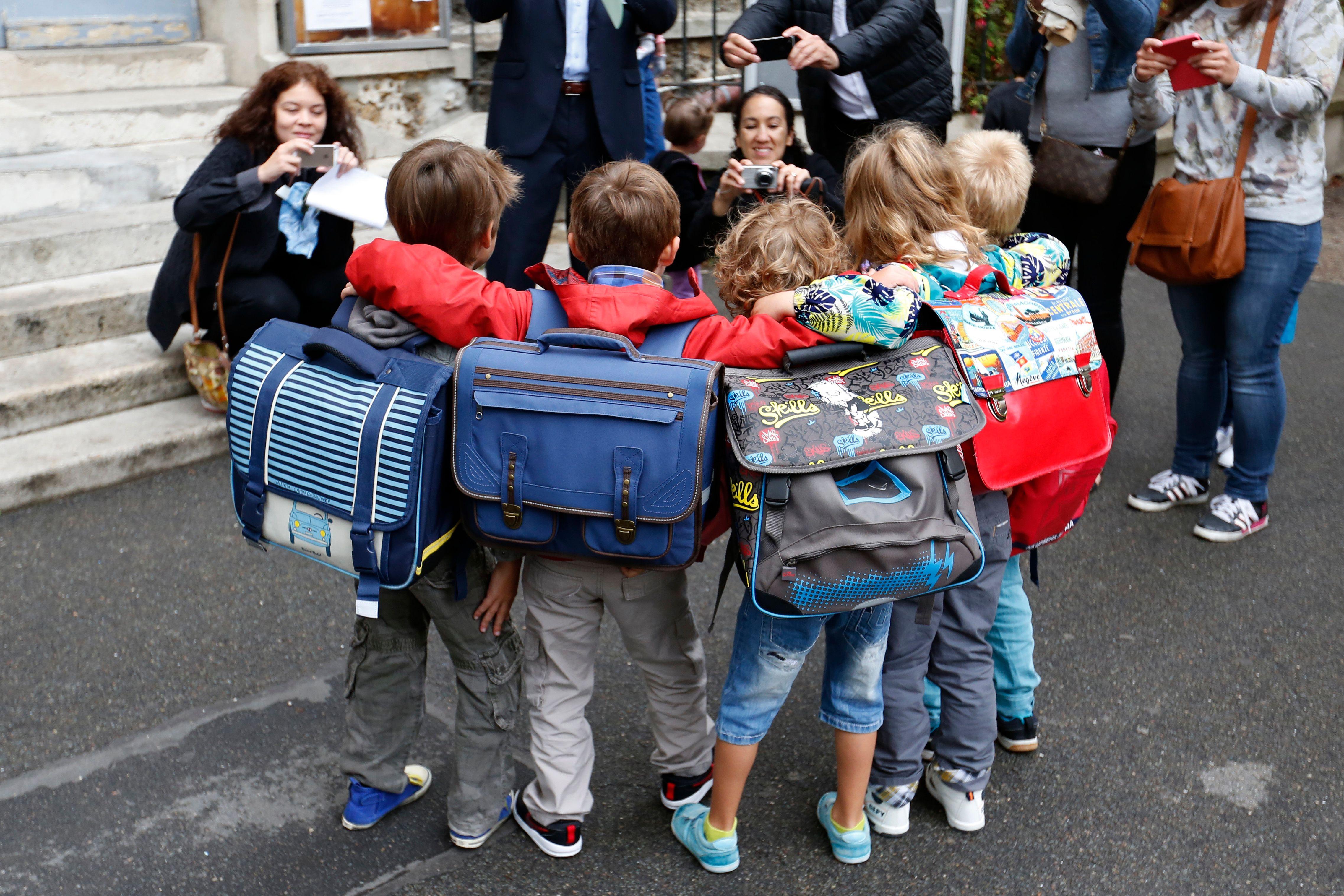 Cartables, fournitures et nouvelles baskets : petits conseils pour gérer le rapport aux marques de ses enfants pour la rentrée