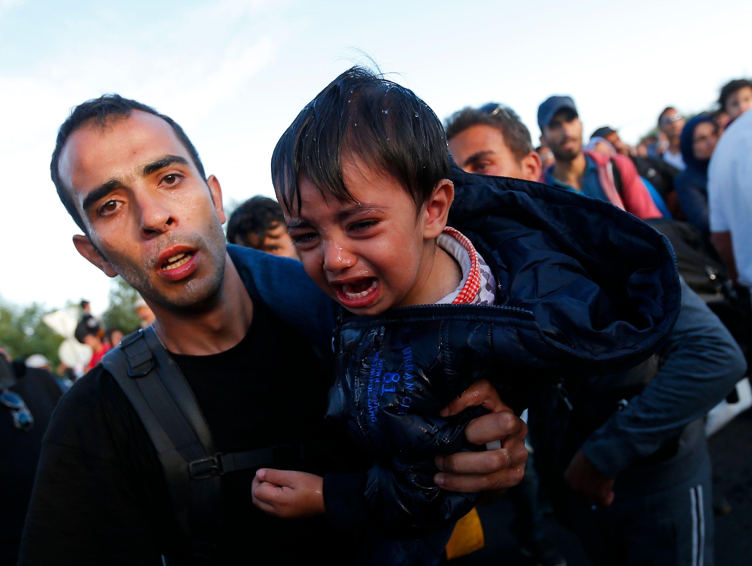 La Croatie dépassée par l'afflux de migrants ferme ses passages frontaliers avec la Serbie