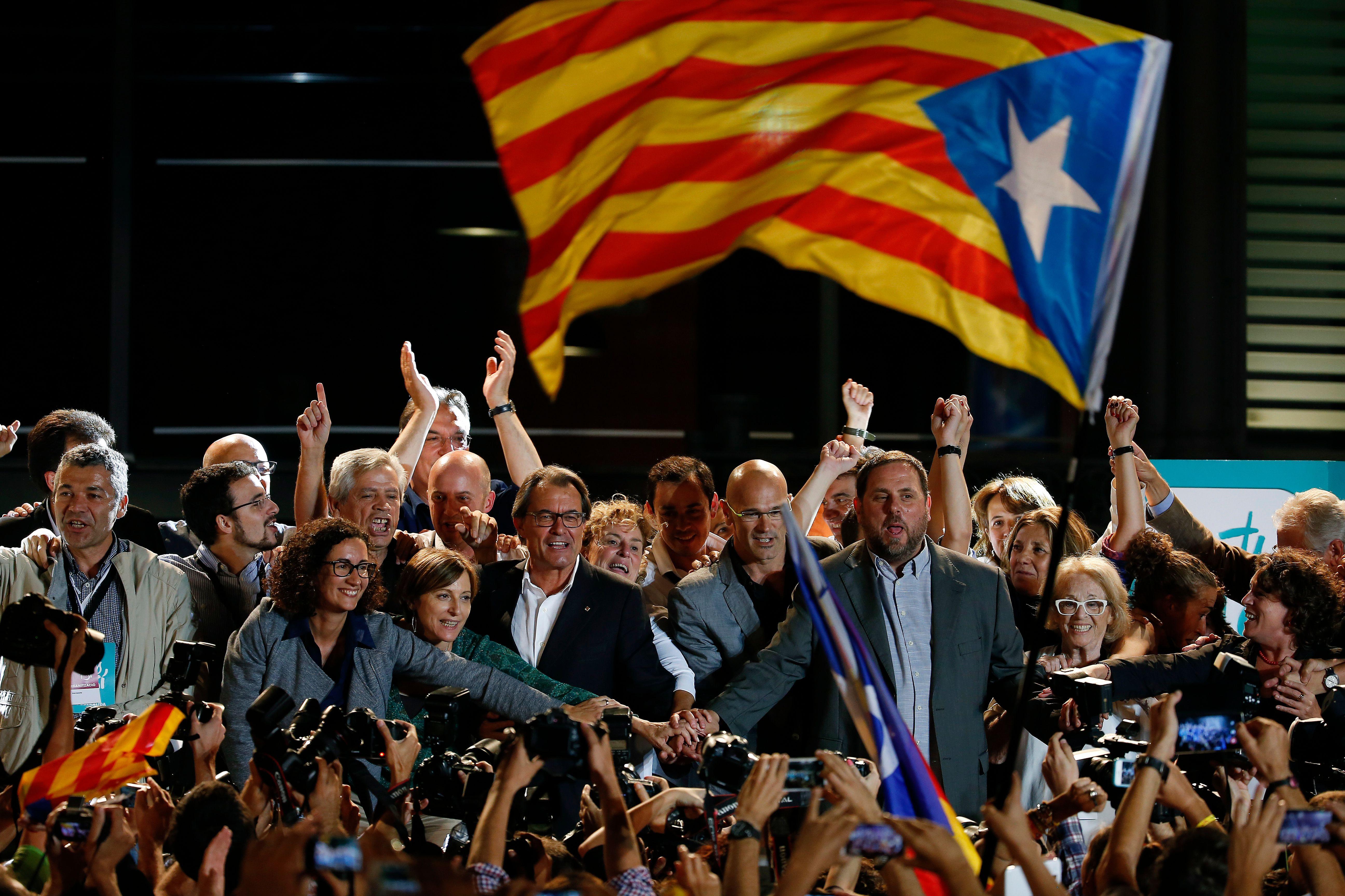 Catalogne: victoire inédite des indépendantistes qui obtiennent la majorité absolue